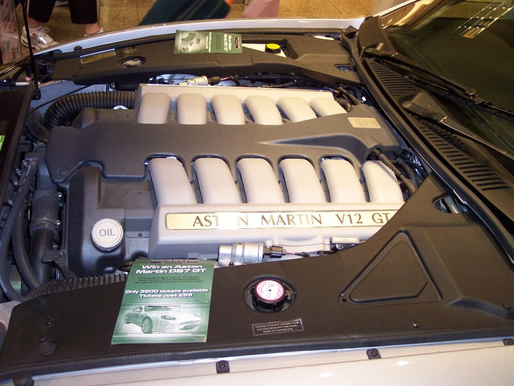 File Aston Martin V12 Engine Jpg Wikimedia Commons