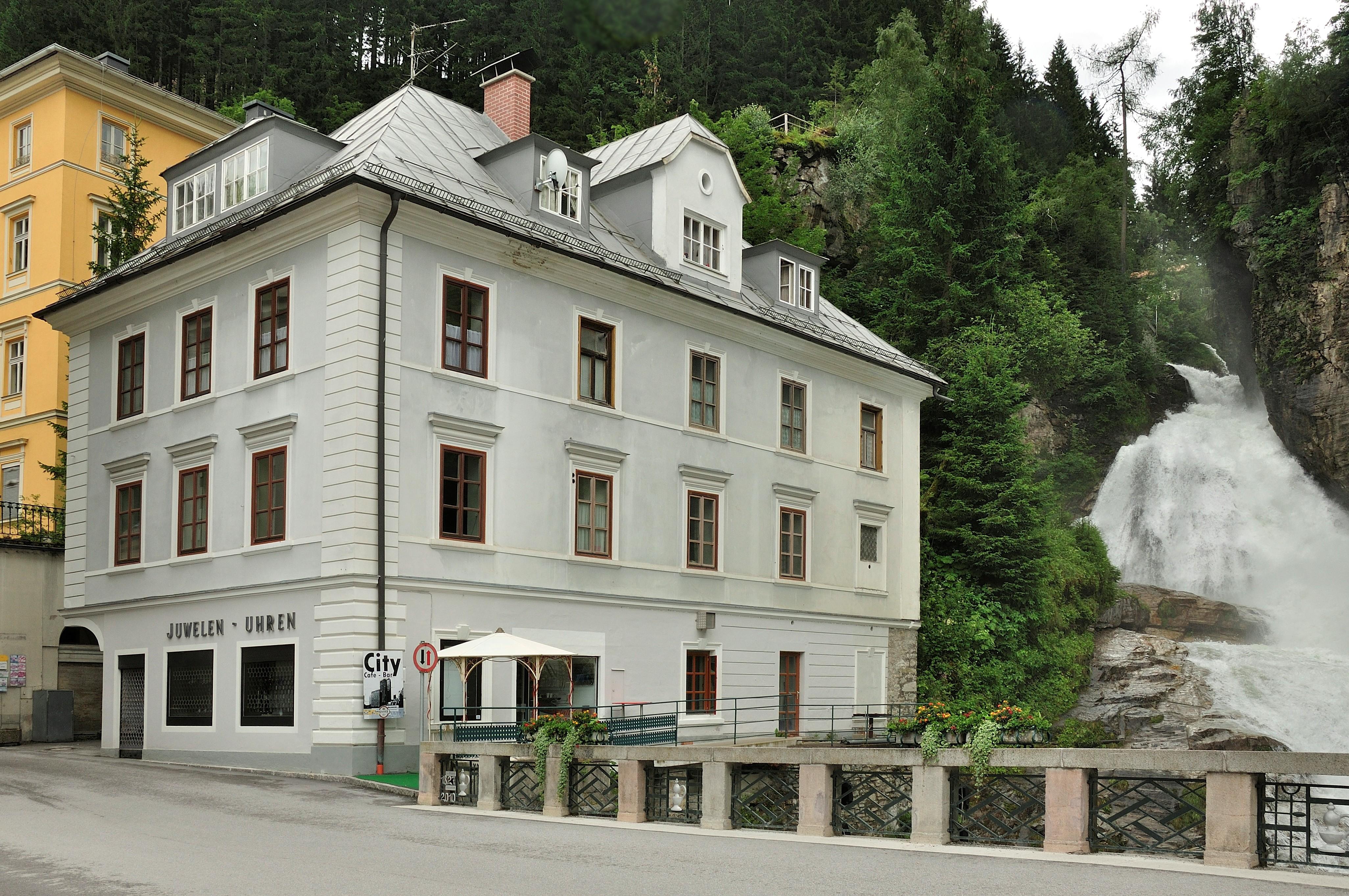 Datei Bad Gastein Haus am Wasserfall JPG –