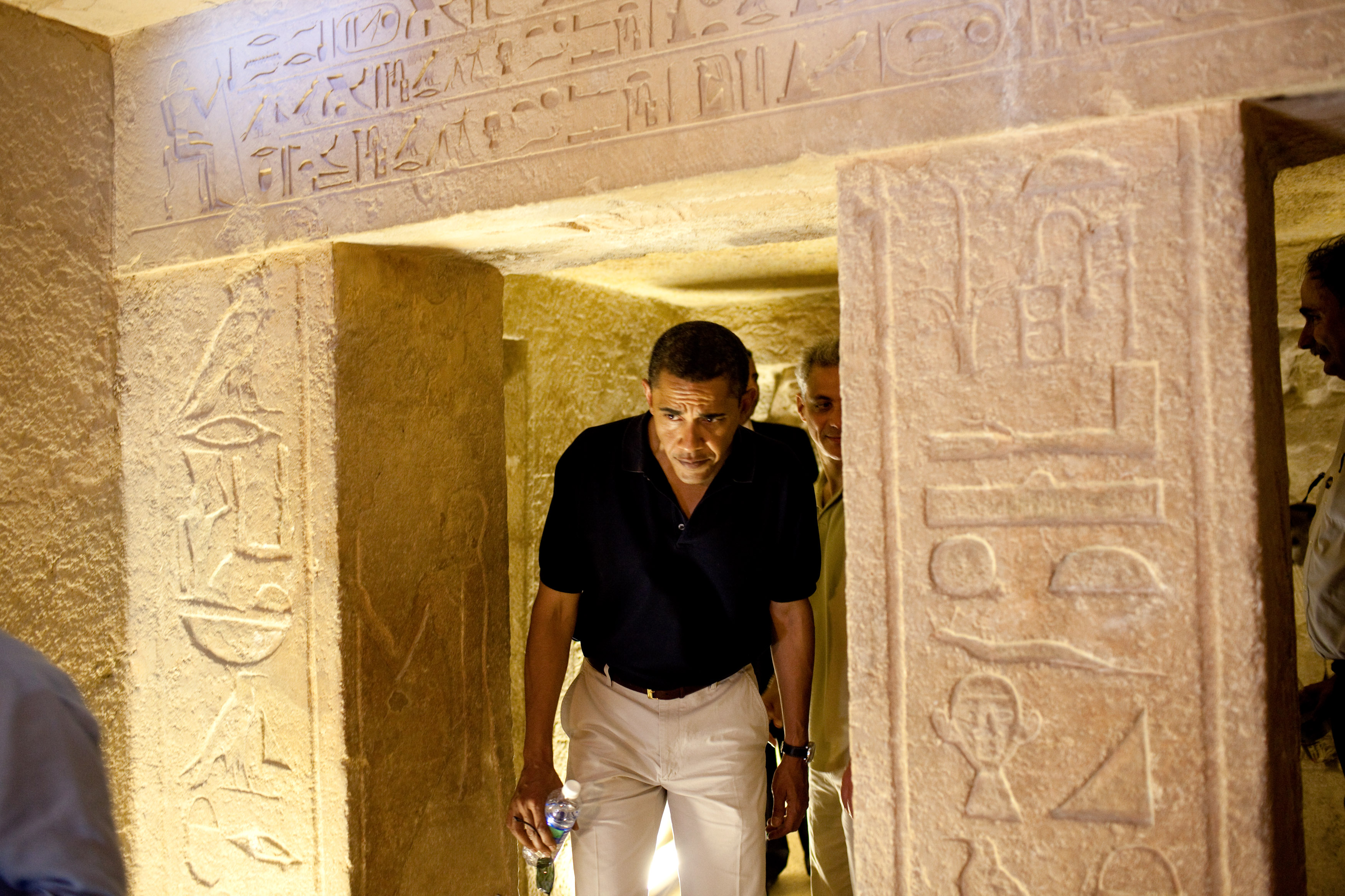 http://upload.wikimedia.org/wikipedia/commons/3/3b/Barack_Obama_with_lookalike_Egyptian_hieroglyphic.jpg