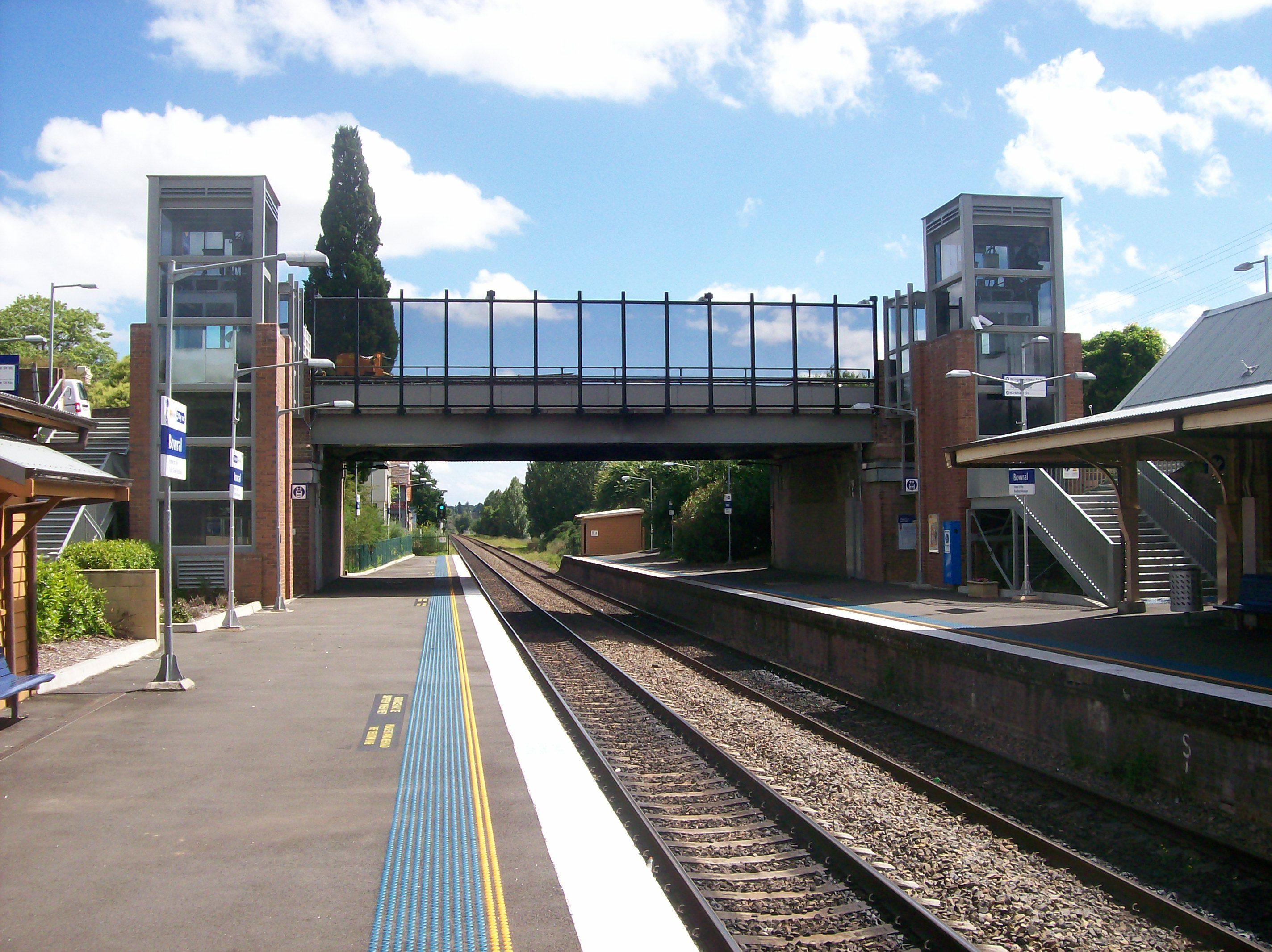 IMAGE(https://upload.wikimedia.org/wikipedia/commons/3/3b/Bowral_railway_station_bridge_south_end.JPG)