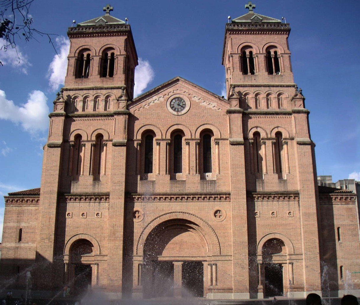Catedral metropolitana de medell n wikipedia la for Sitios web de arquitectura
