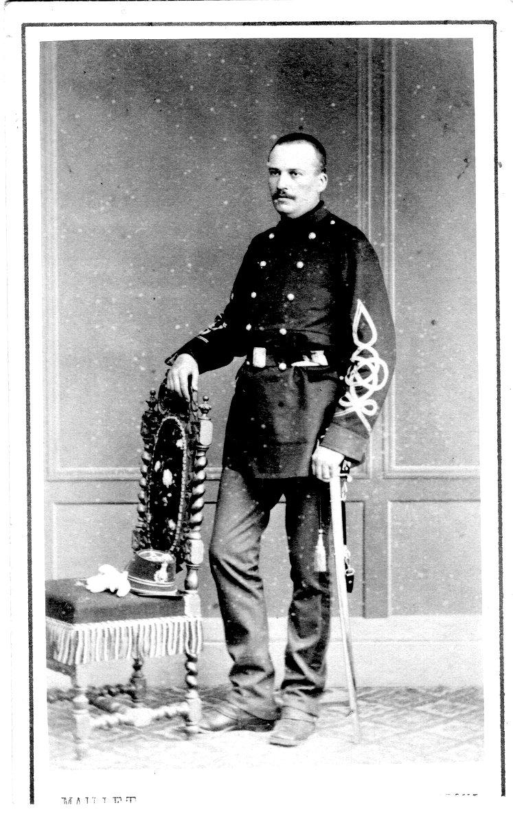 roger charles Le 10 avril 1862, l'ancien chapelier et homme d'affaires qui avait fait fortune au brésil et au chili, charles armand roger (1807-1896).