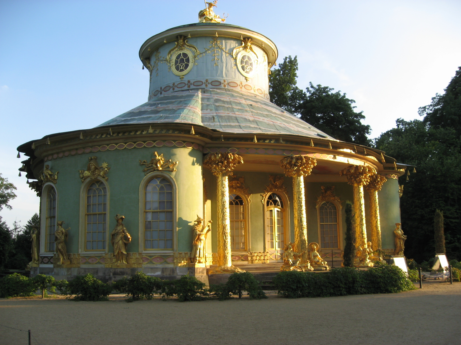 File chinesisches haus sanssouci 5 jpg wikimedia commons for Traditionelles chinesisches haus