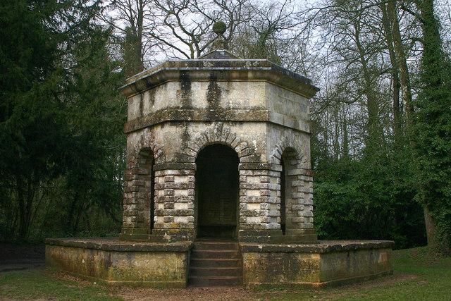 Cirencester Park Folly - geograph.org.uk - 531407