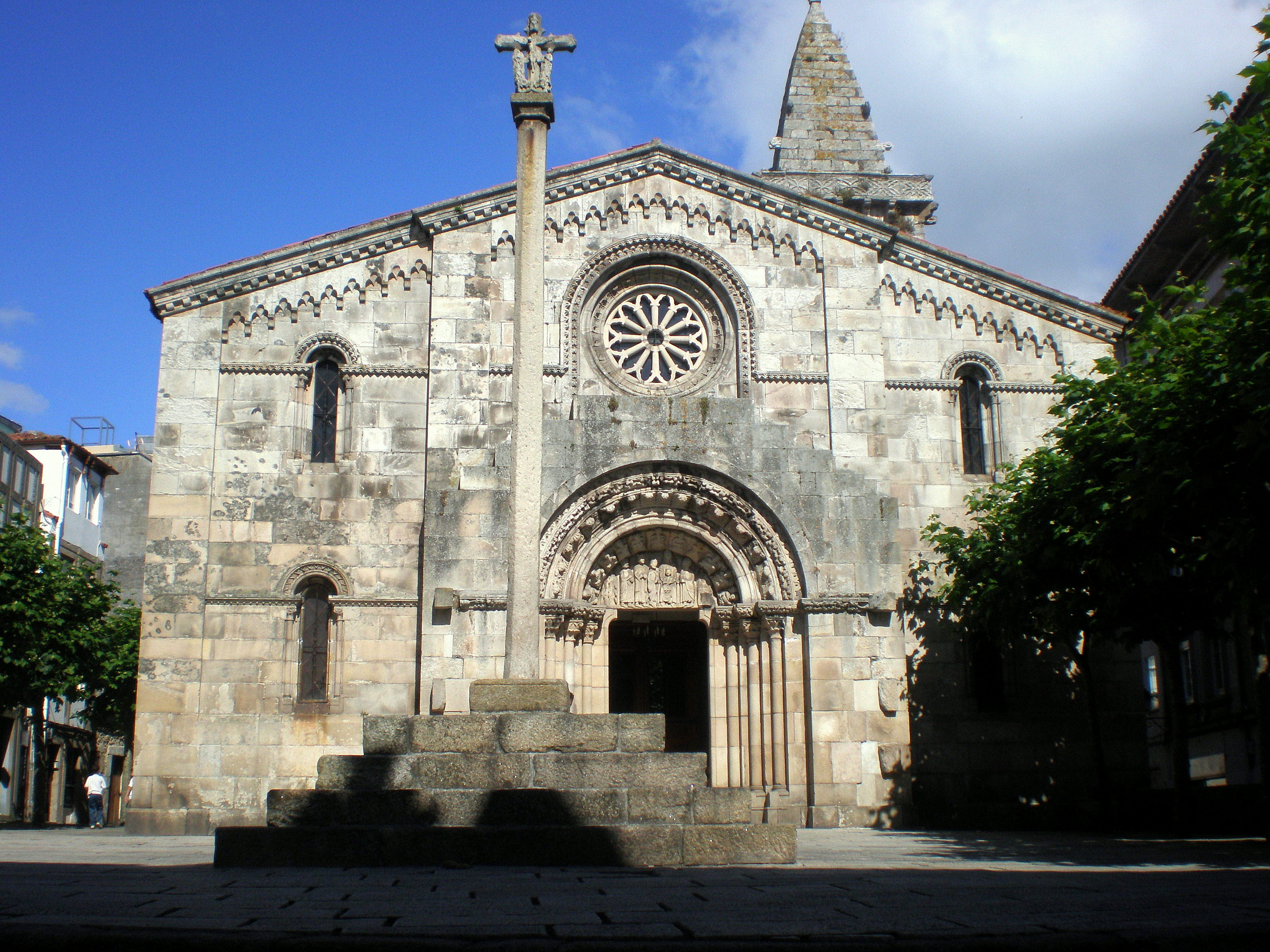 Colexiata de Santa María do Campo