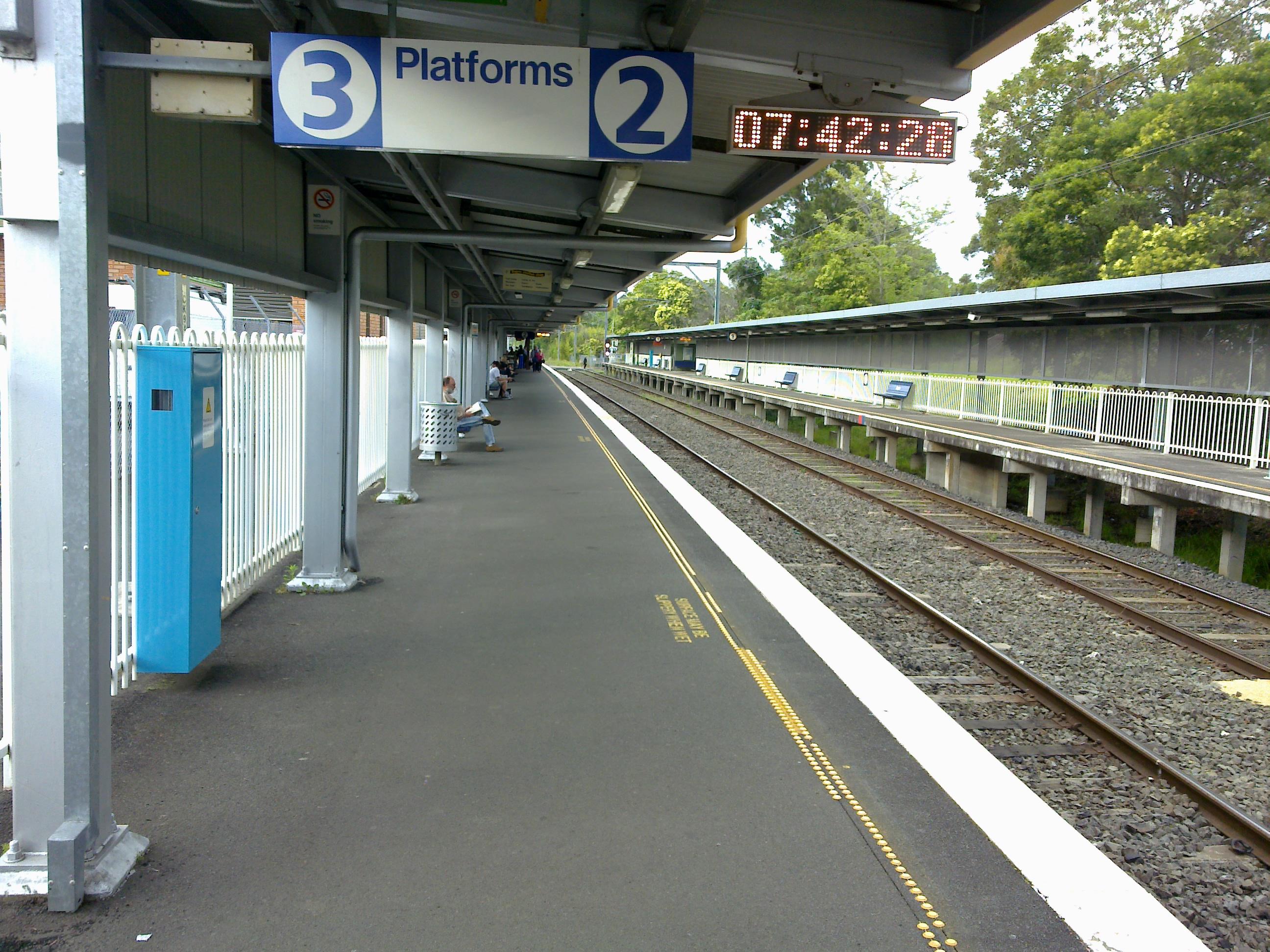 0547406d2 File:Dapto Station Platforms 2 and 3.jpg - Wikimedia Commons