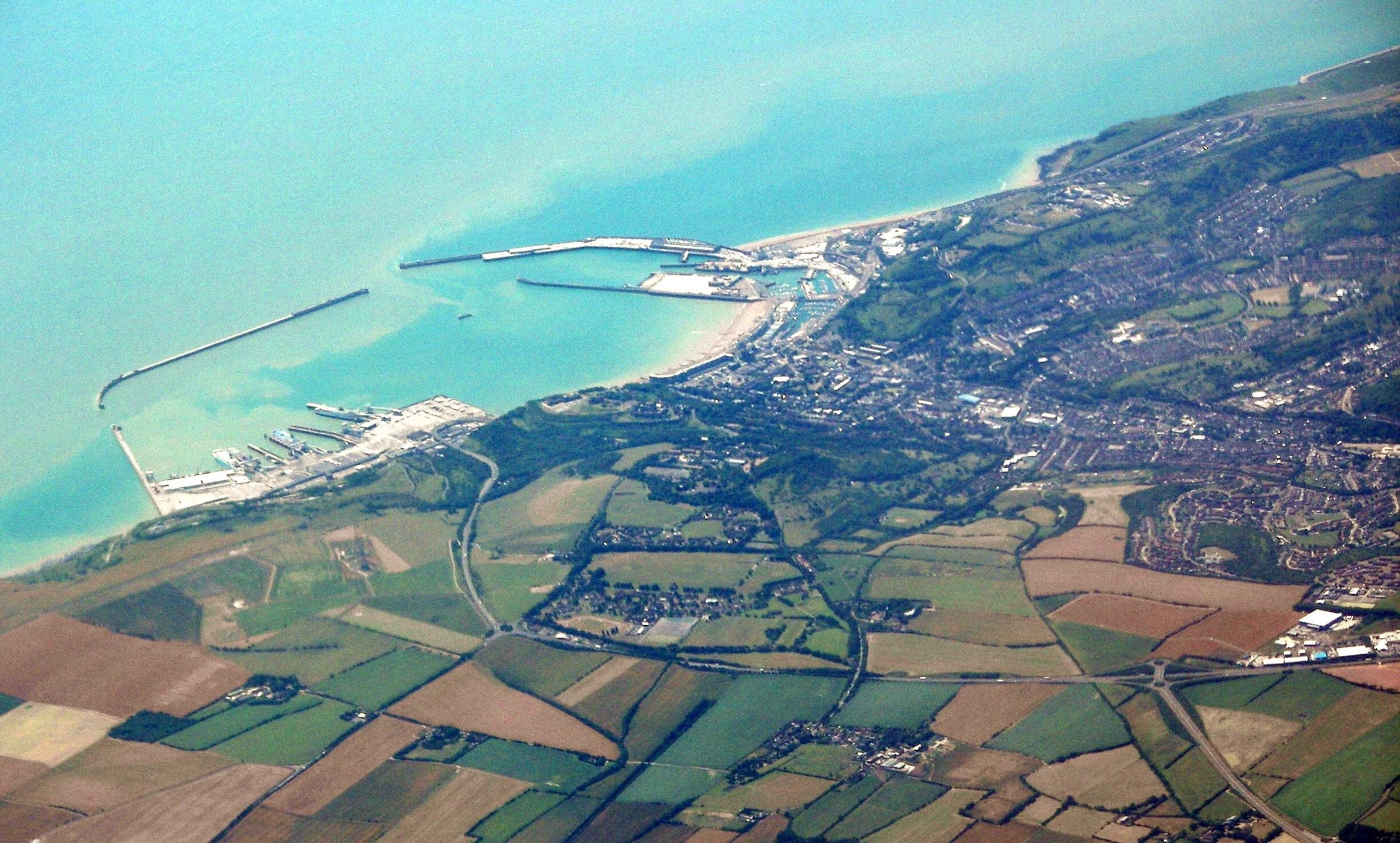 ファイル:Dover from air.jpg