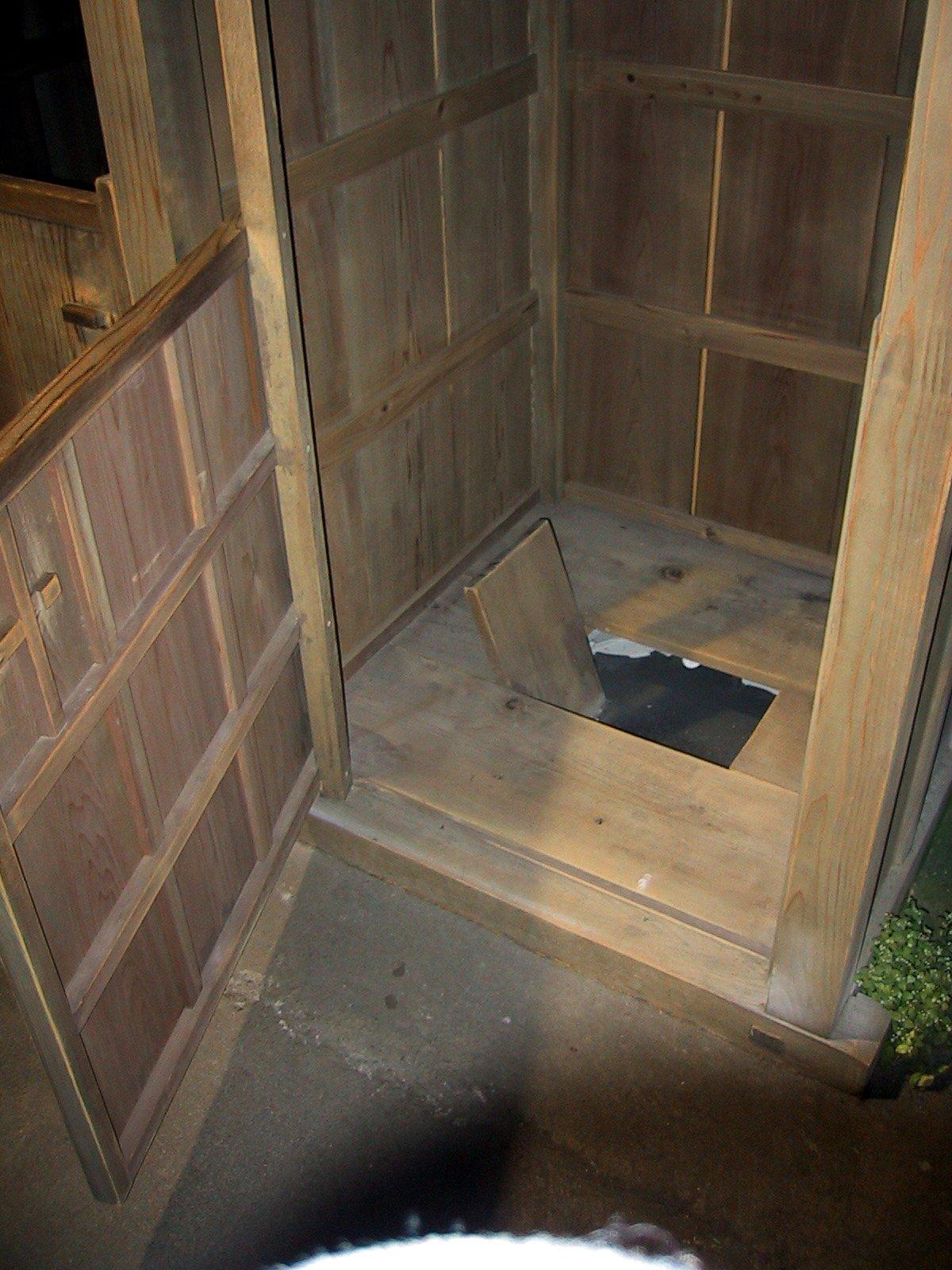 File Edo Period Japanese Toilet Replica Jpg Wikimedia