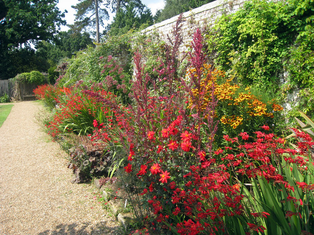 Garden at Groombridge Place - geograph.org.uk - 1435160