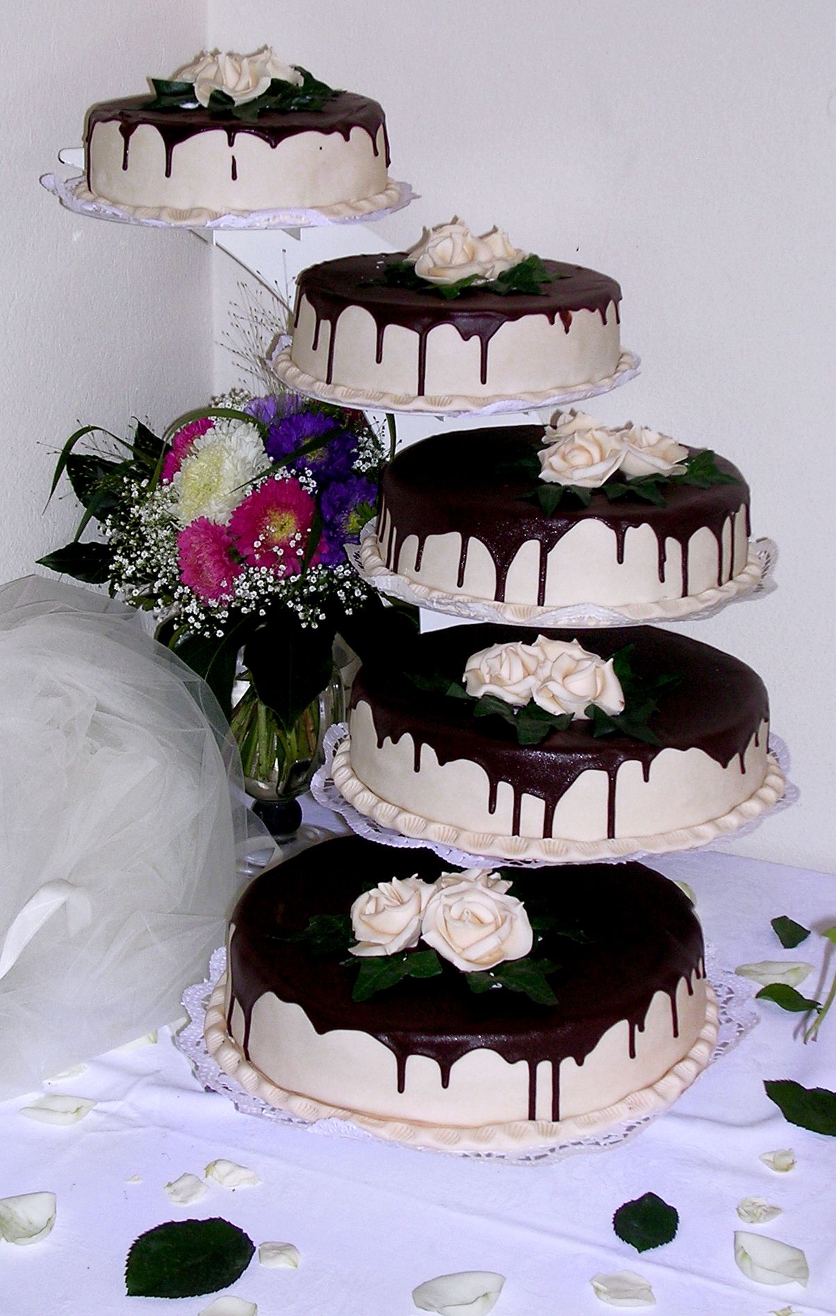 File Hochzeitstorte 5 Stockig Jpg Wikimedia Commons