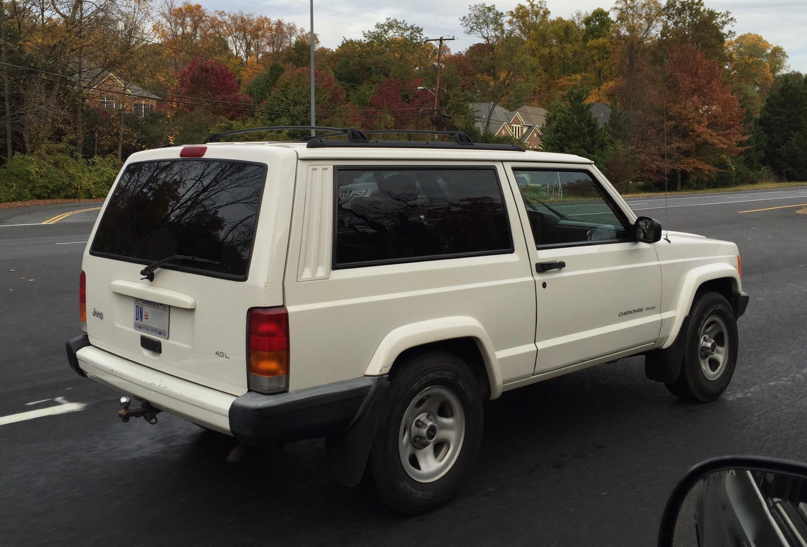 File:Jeep Cherokee (XJ) 1997u20132001 Sport 2 Door In White