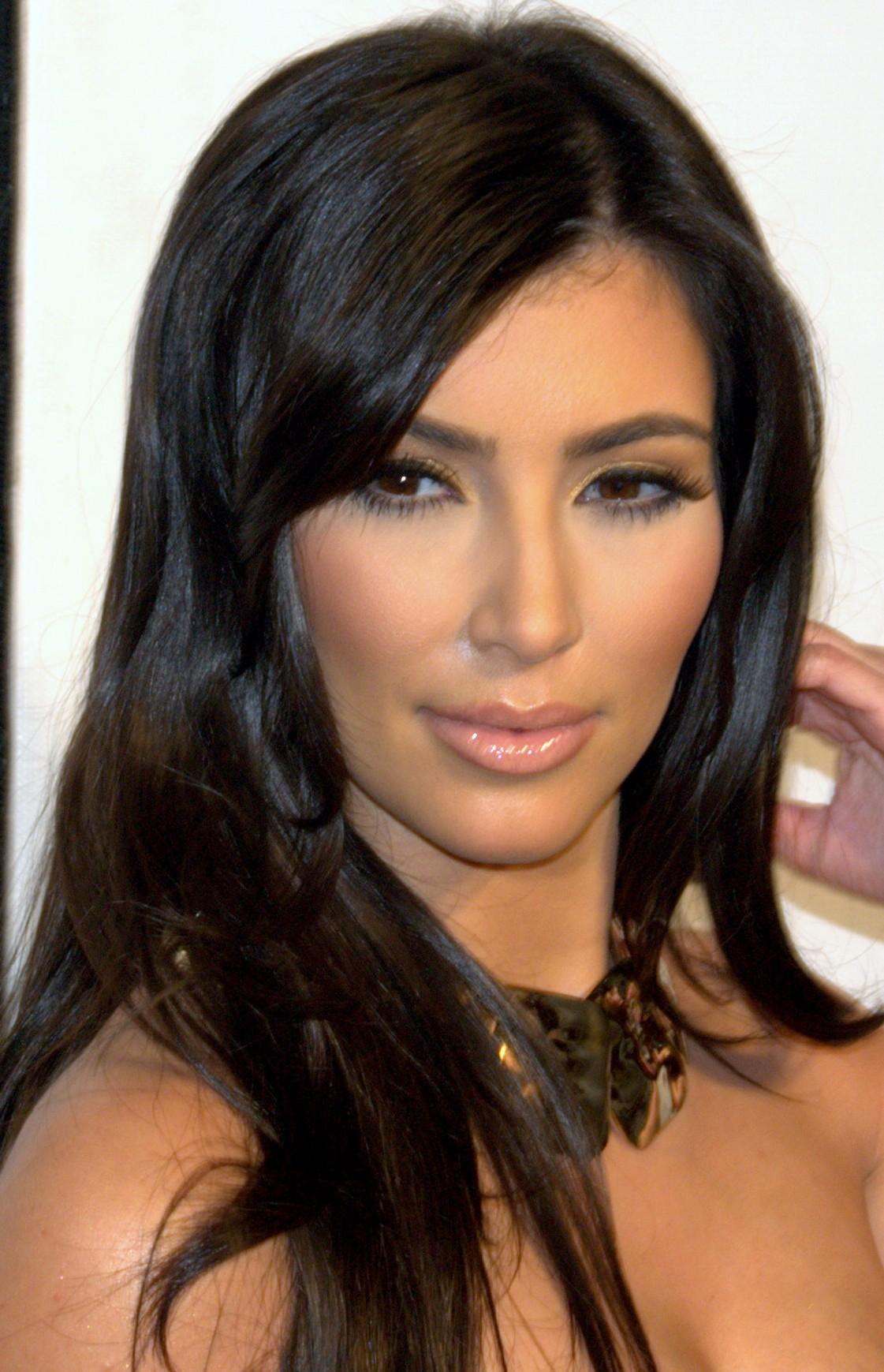 filkim kardashian tribeca portrait 2009 croppedjpg