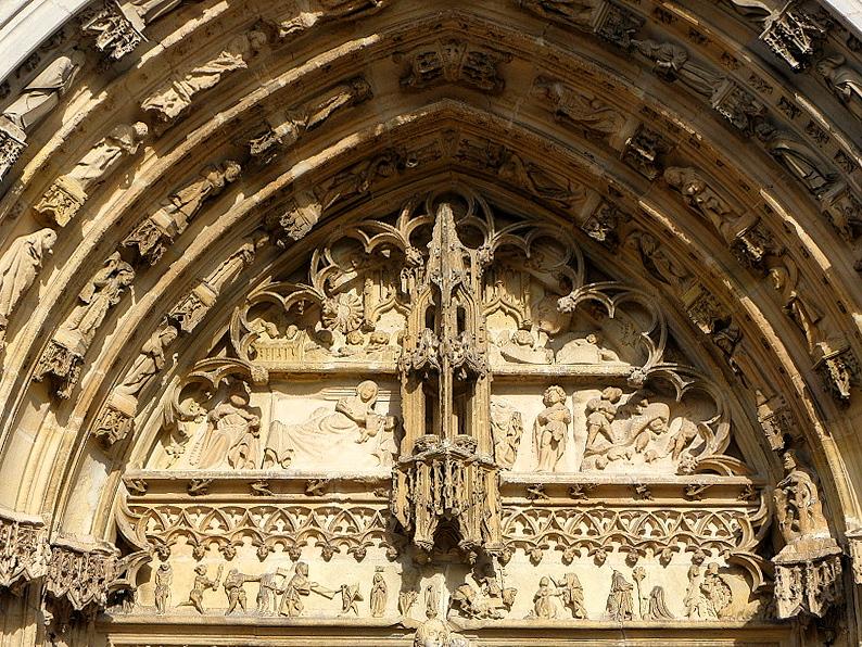 Tympan du portail central de la façade occidentale de la basilique Notre-Dame à l'Épine (51).