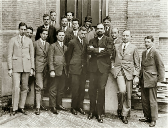 Heike Kamerlingh Onnes' Laboratory in Leiden, Netherlands, 1926. Oppenheimer is in the second row, third from the left.