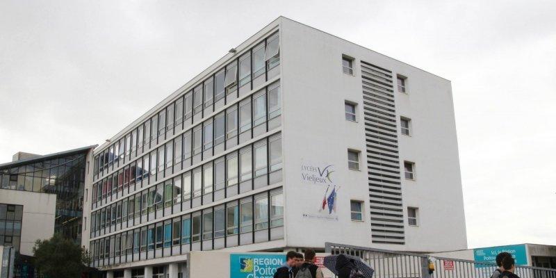 Lyc Ef Bf Bde International Hotelier Lille Restauration