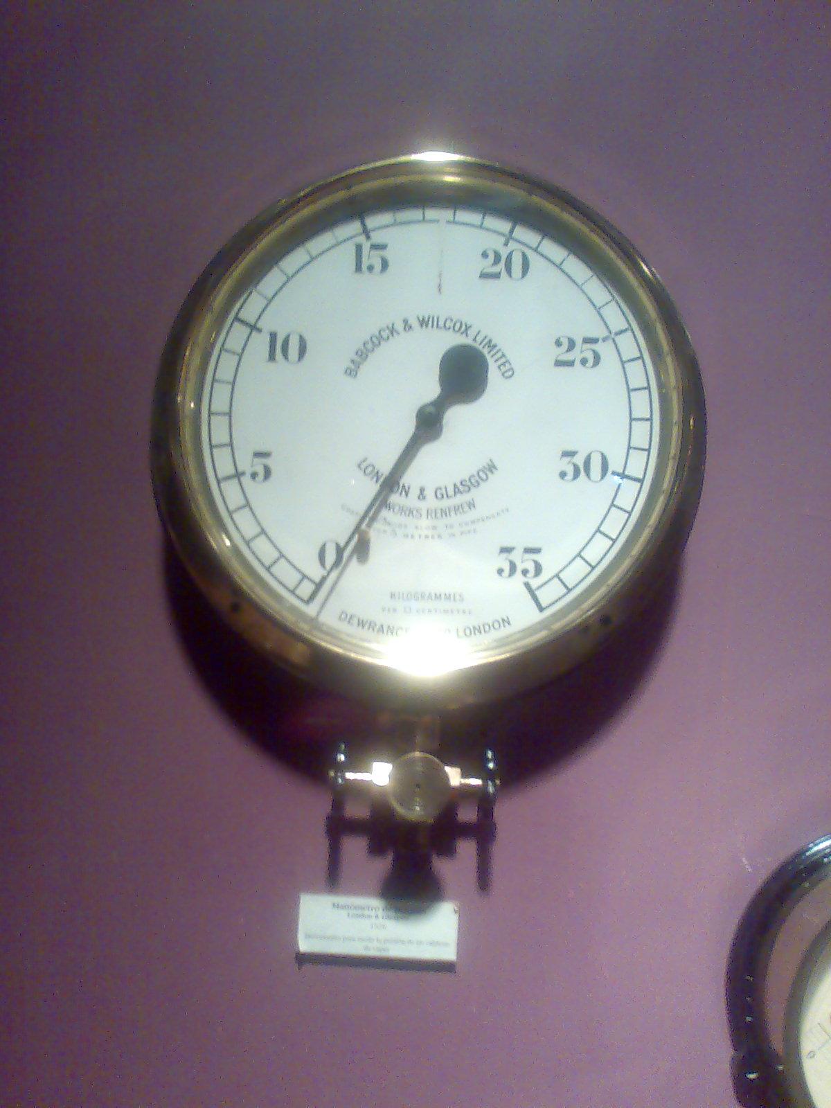 File:Manómetro de presión.jpg - Wikimedia Commons
