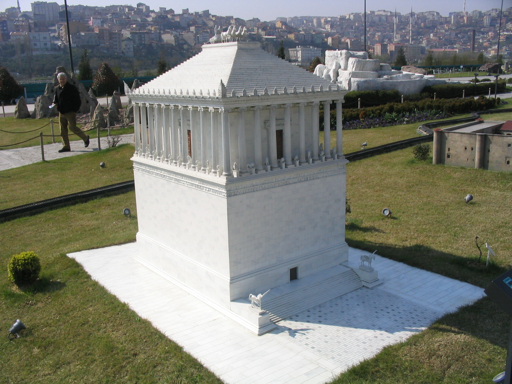 File:Miniaturk Mausoleum at Halicarnassus.jpg - Wikipedia
