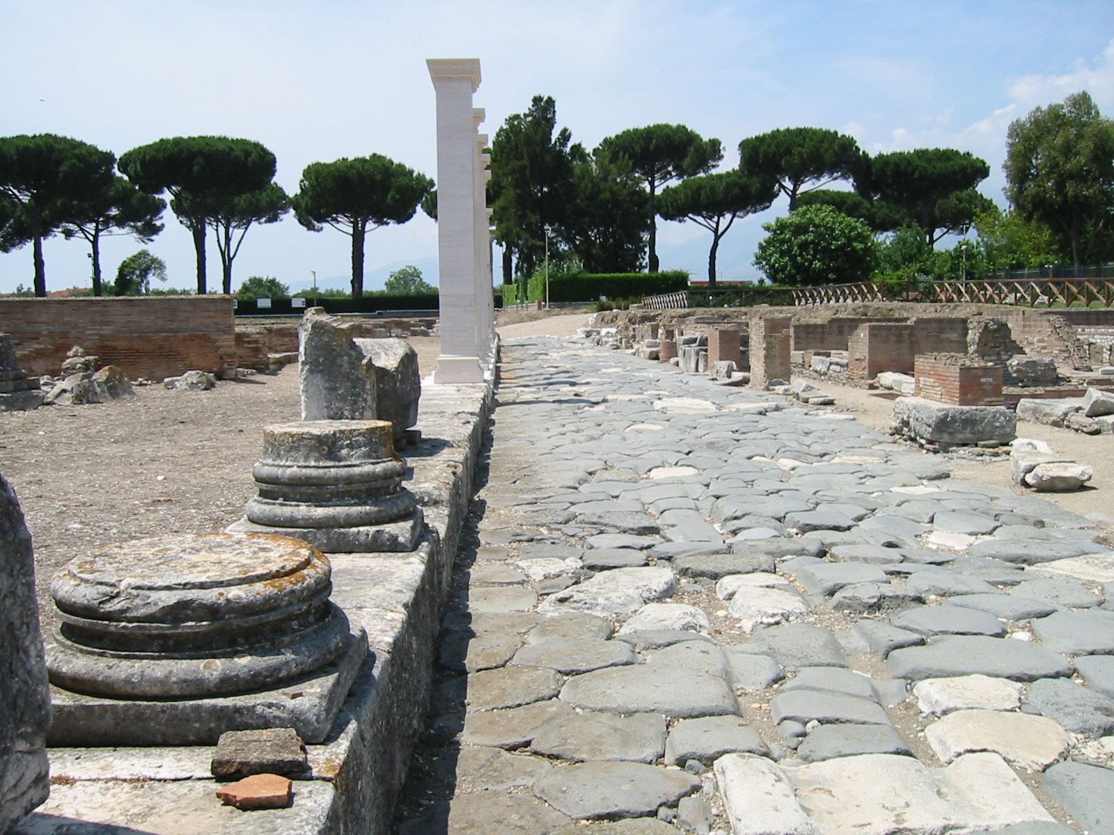 File:Minturno Via-Appia.jpg - Wikipedia, the free encyclopedia