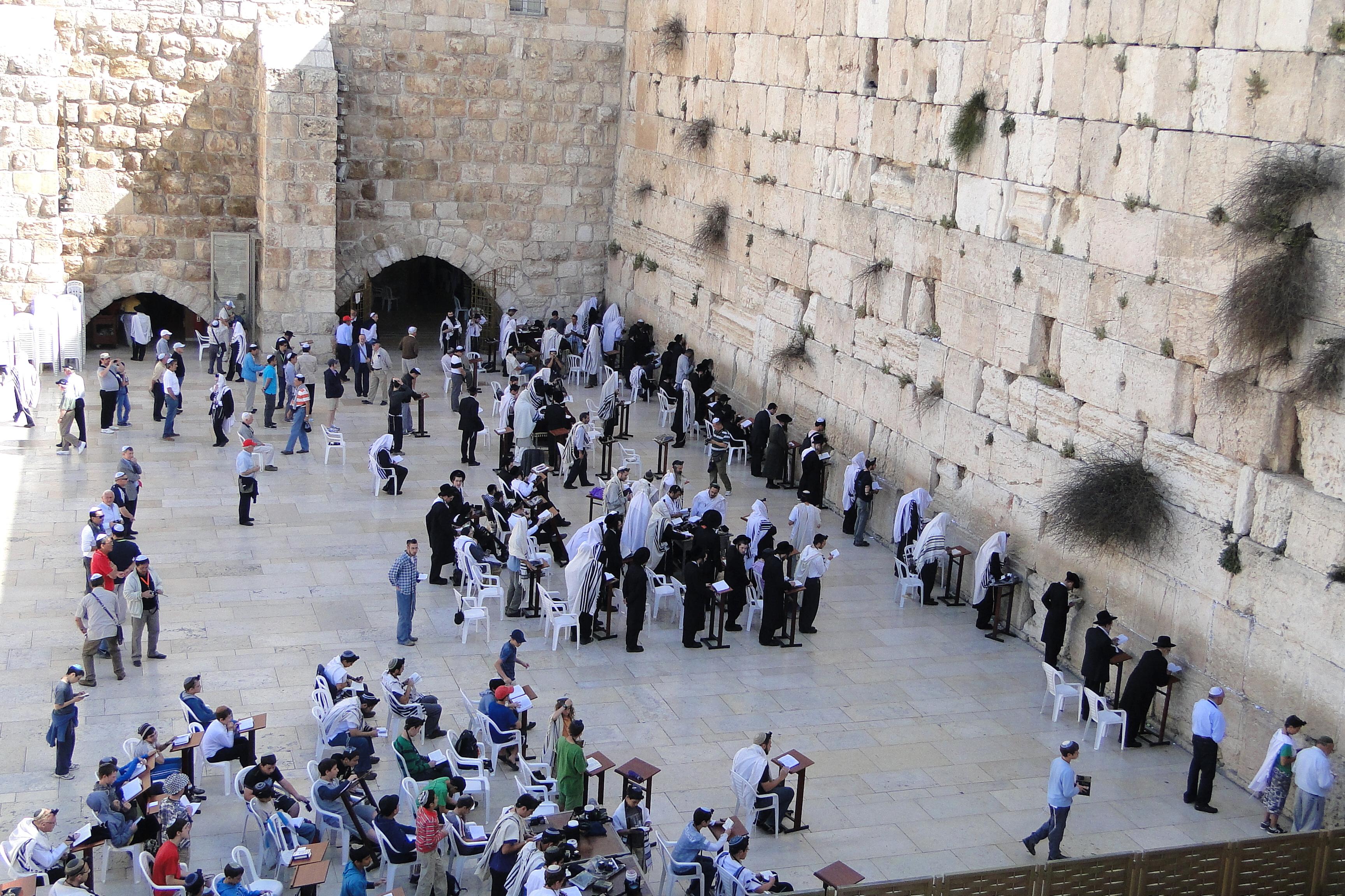 File:Morning Prayers at the Western (Wailing) Wall - Old City - Jerusalem -  Israel - 01 (5683927837).jpg - Wikimedia Commons