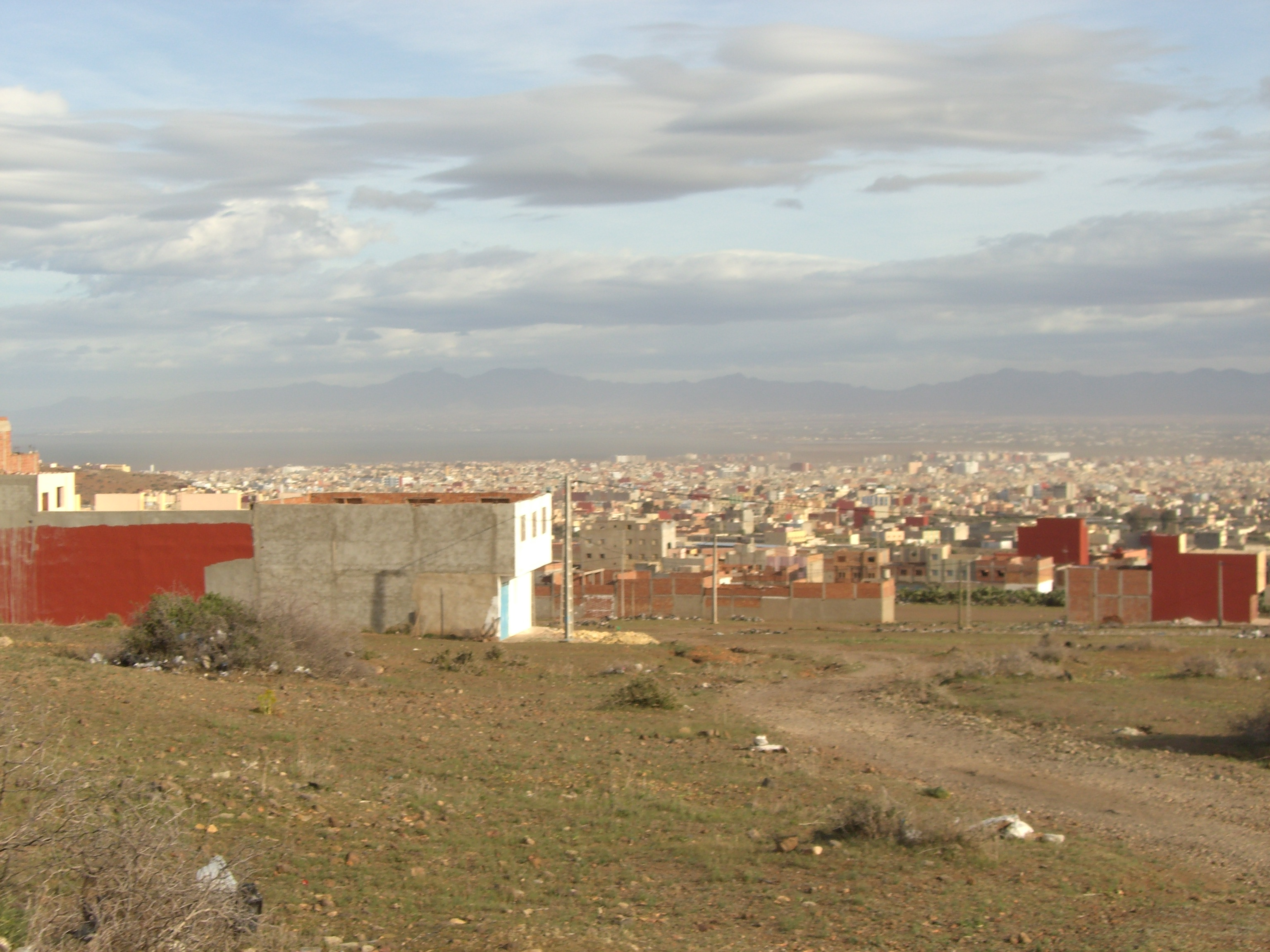 Description Nador city - overview from outskirts.jpg