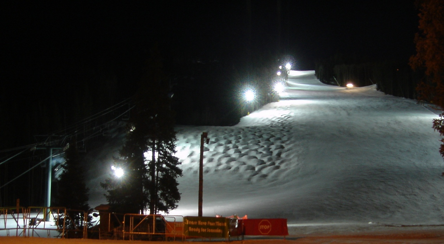 Night skiing - Wikipedia
