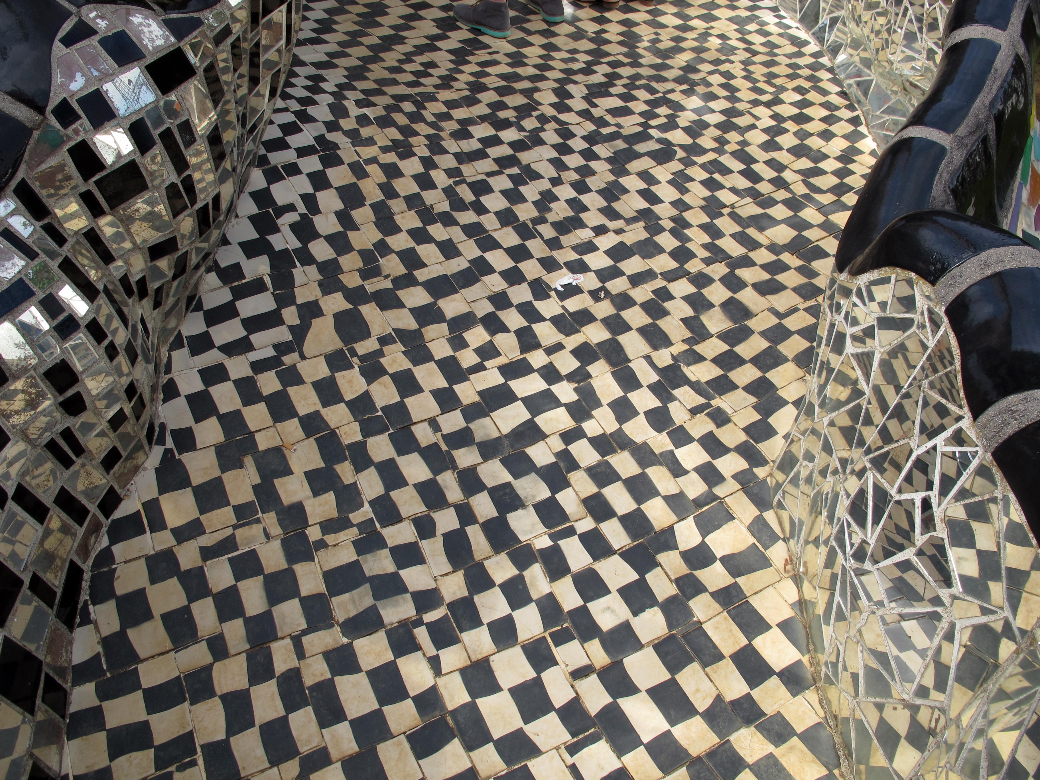 File:Niki de saint-phalle, giardino dei tarocchi, la torre, pattern ...