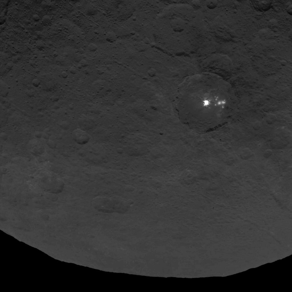 Finding Some Spots Of Bright Color At >> Bright Spots On Ceres Wikipedia