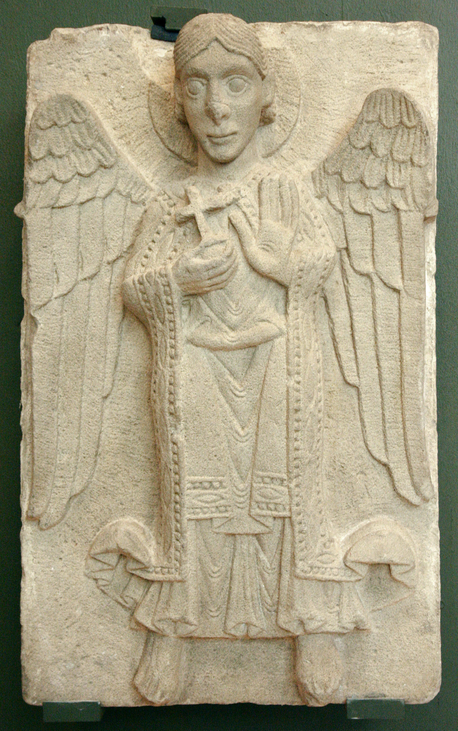 http://upload.wikimedia.org/wikipedia/commons/3/3b/Pecs_-_Romanic_Angel_-_Museum_of_Cathedral_-_Hungary.jpg