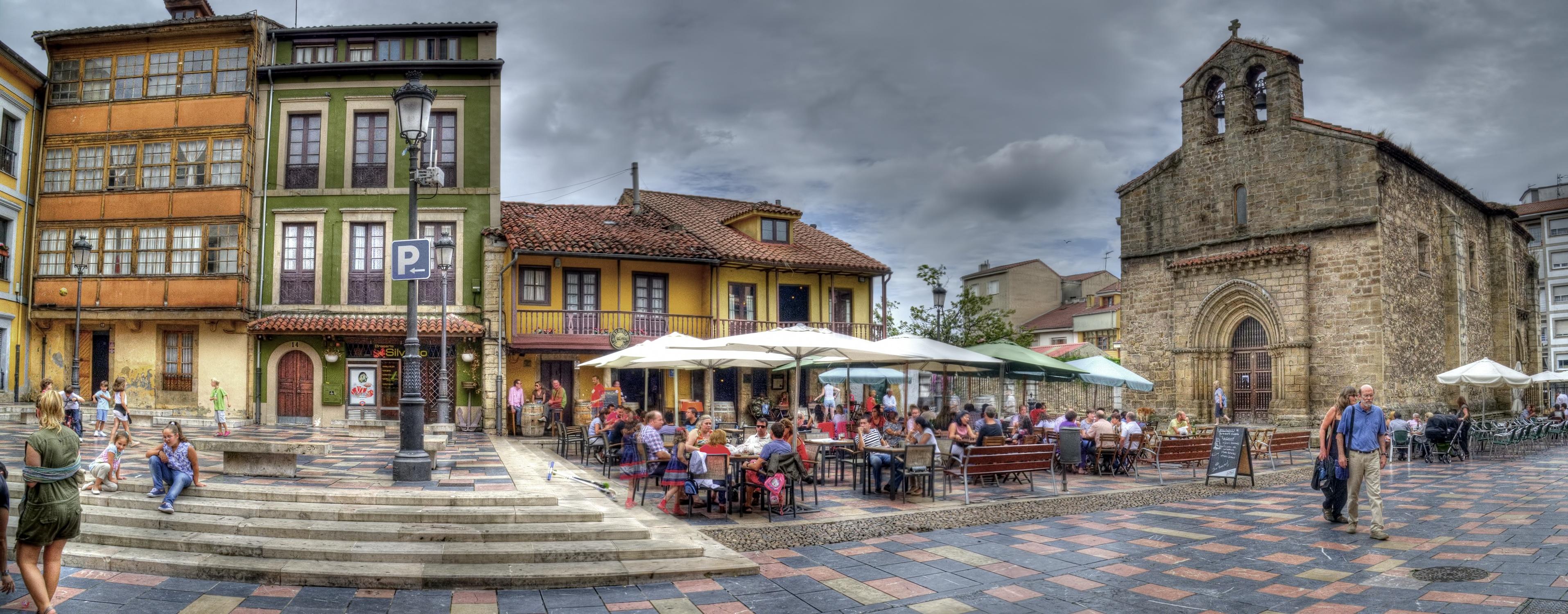 Plaza de Sabugo e iglesia vieja.jpg