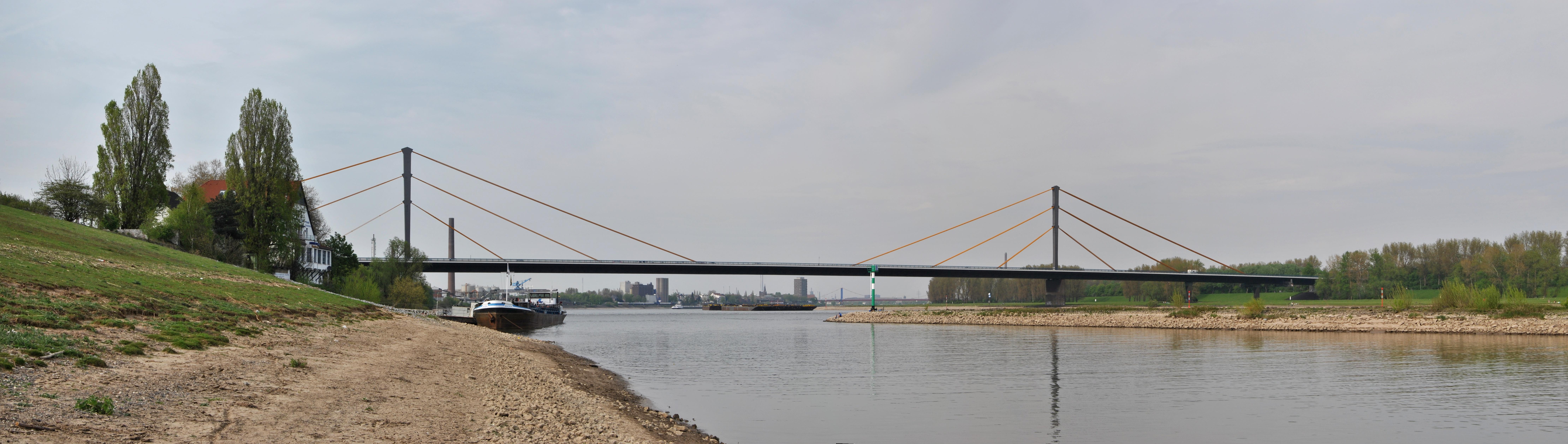 Панорама моста Нойнкамп
