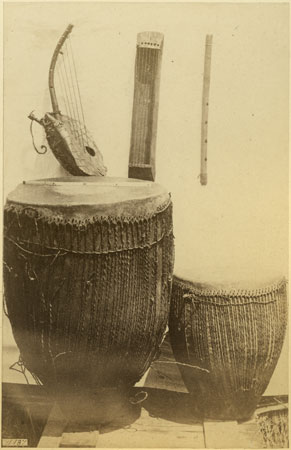 File:Richard Buchta - Acholi musical instruments.jpg