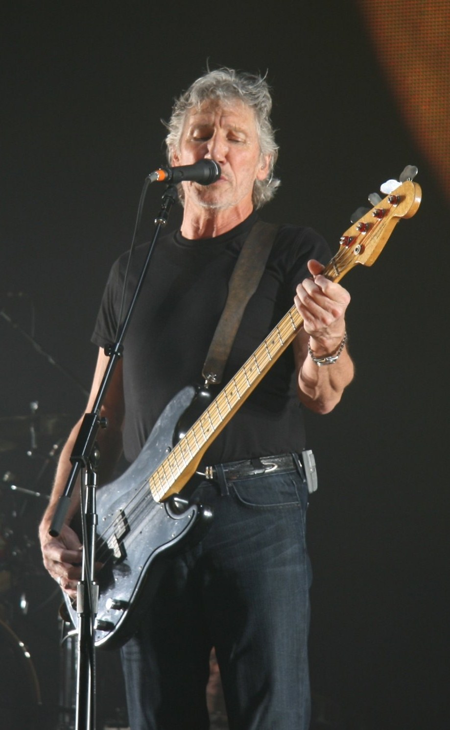 Roger Waters tocando en 2008 en Londres.