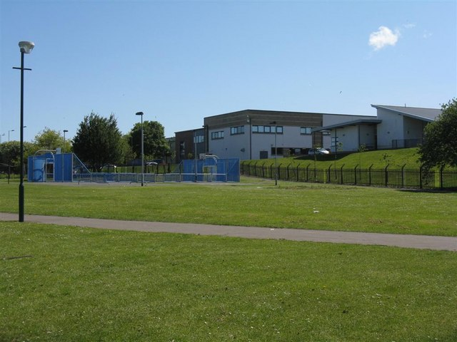 File:Ross High School from Meeting House Drive - geograph.org.uk - 1301293.jpg