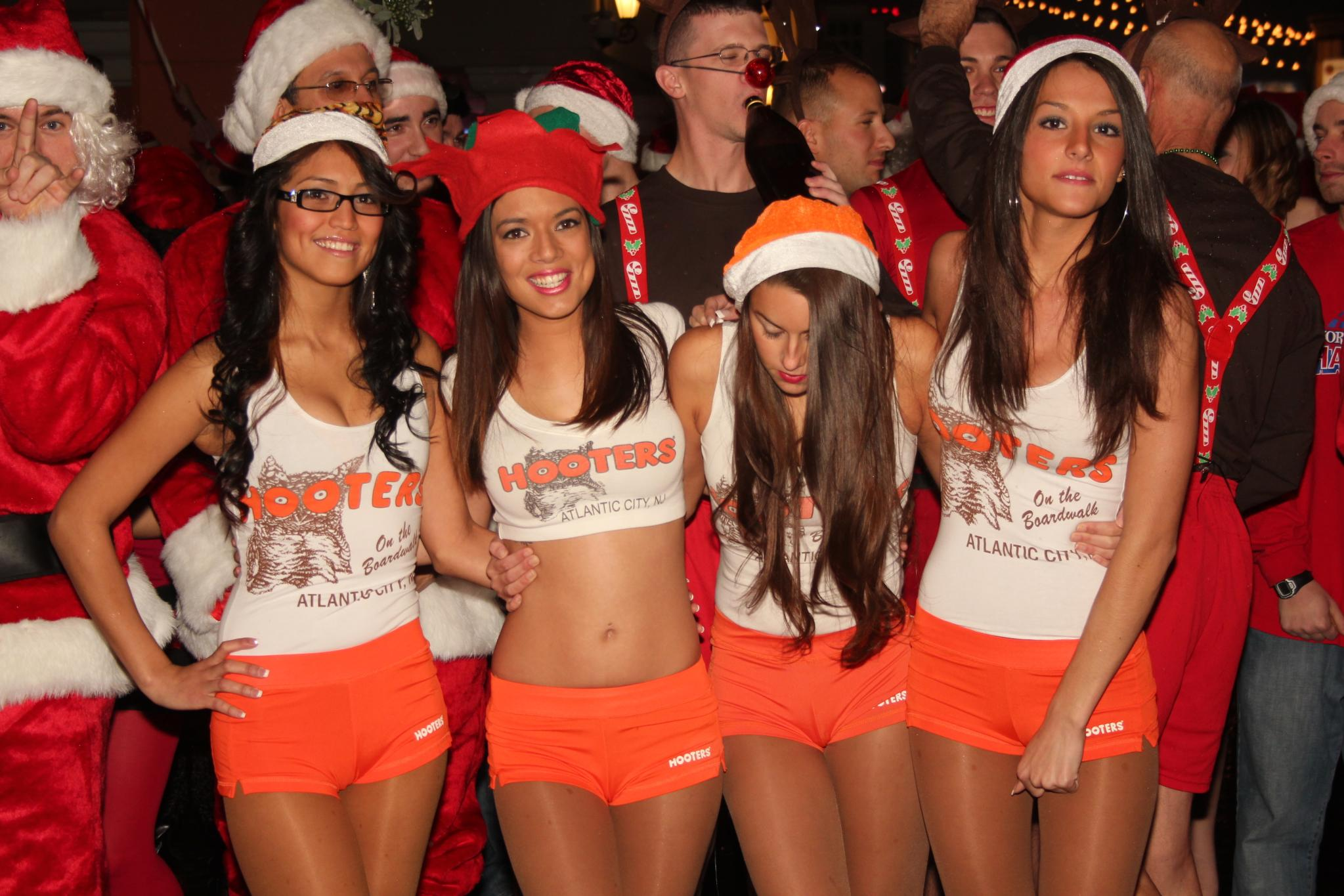 a Hooters photo for comparison