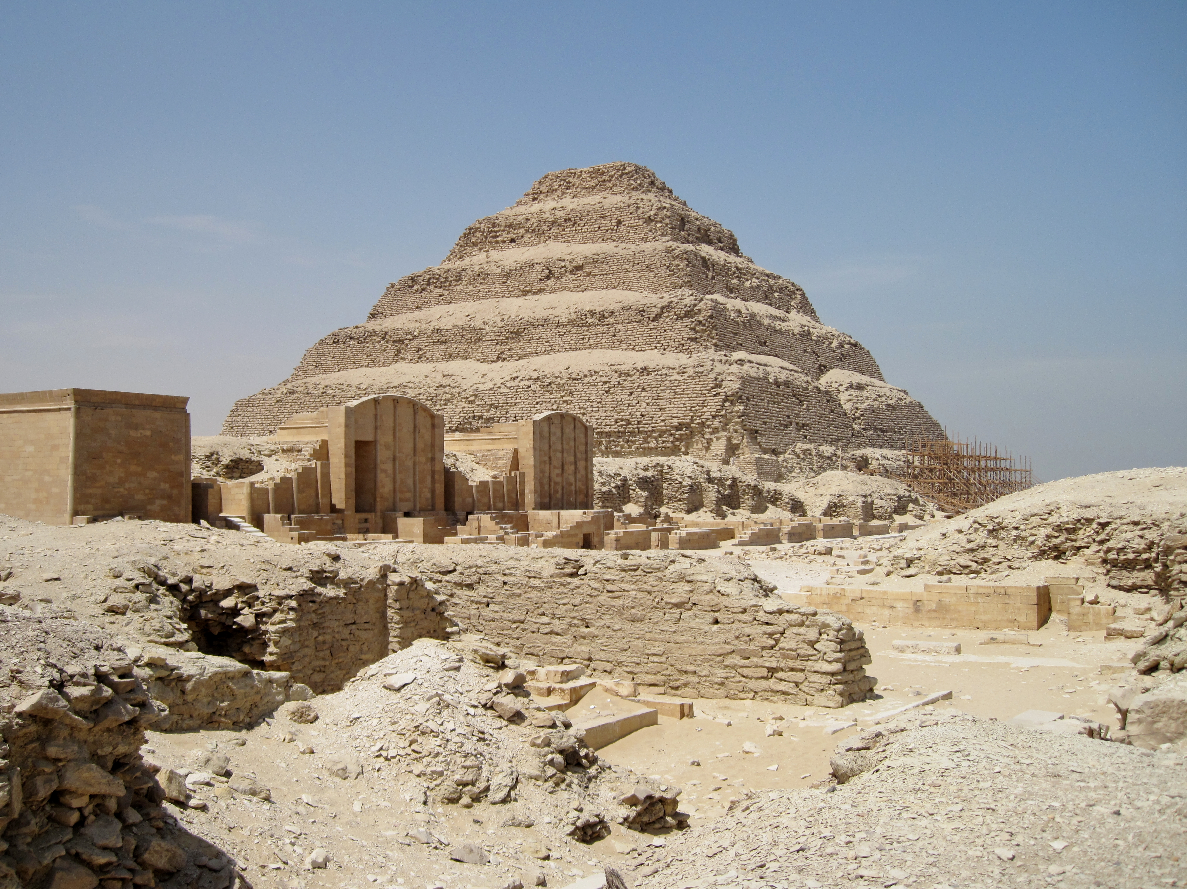 http://upload.wikimedia.org/wikipedia/commons/3/3b/Sakkara_03.jpg