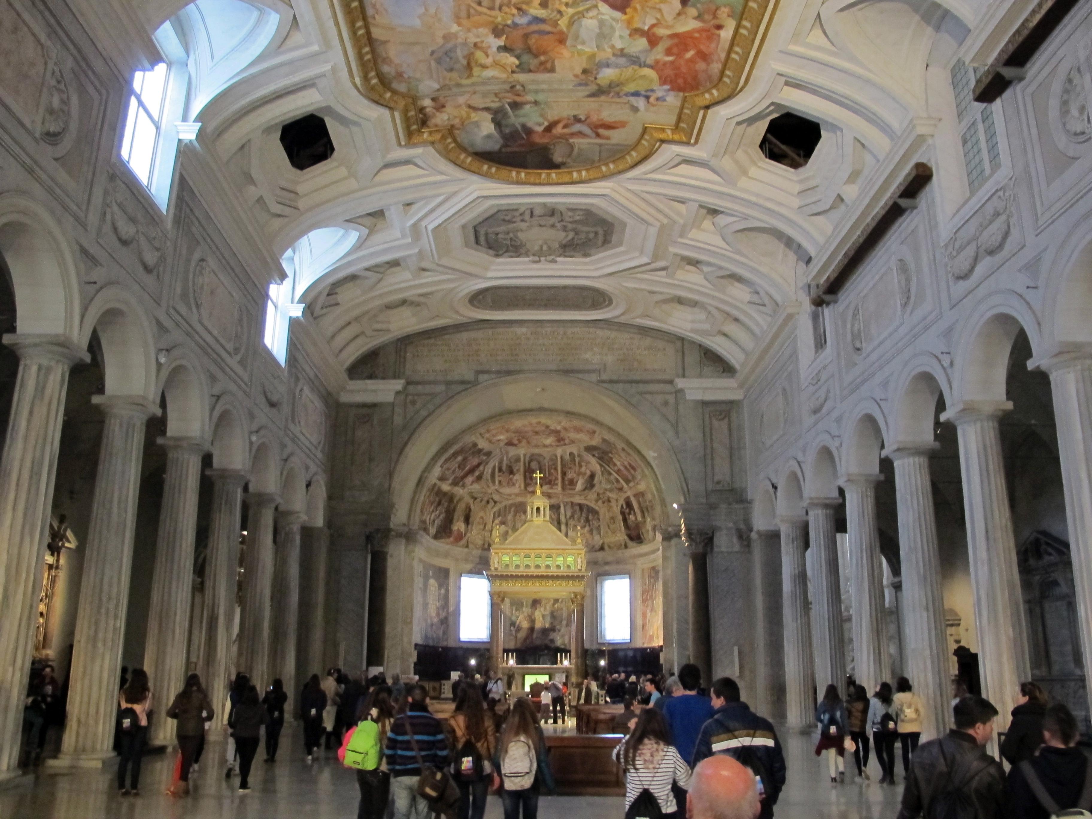 File san pietro in vincoli interno 01 jpg wikimedia commons for Interno san pietro