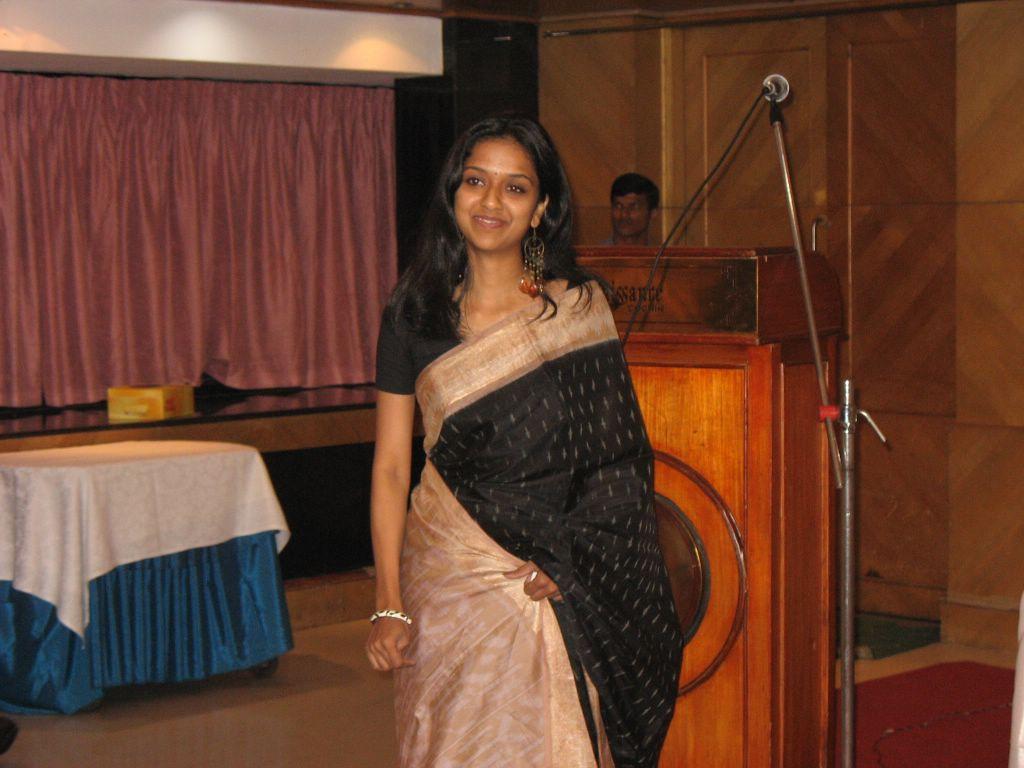 Description Sari girl malayali.jpg