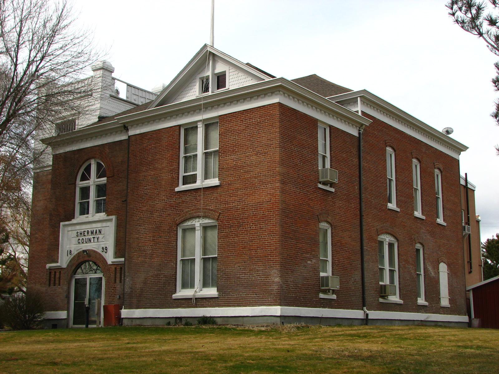 Datei:Sherman County Courthouse - Moro Oregon.jpg – Boarische Wikipedia