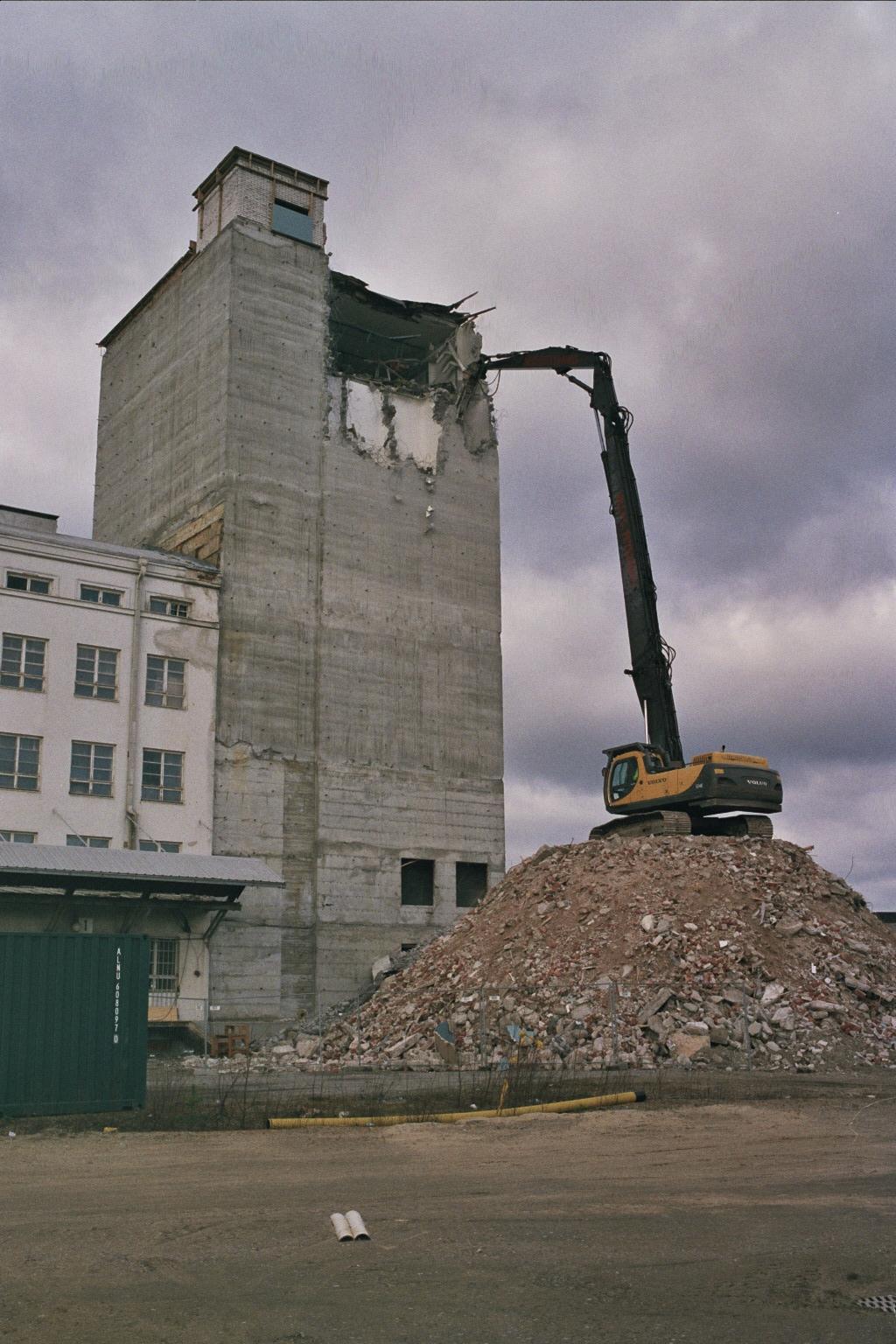 3 Silo Demolition : File silo demolition at sok mill in toppila may