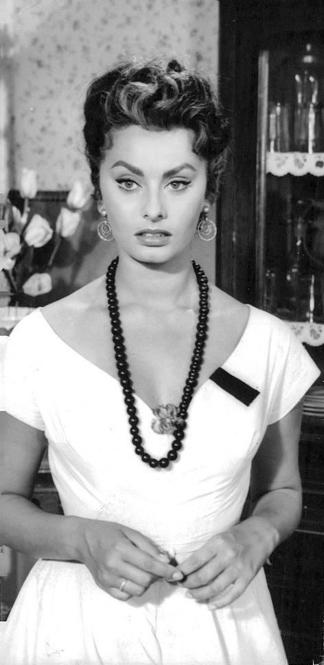 File:Sophia-Loren-in-t...