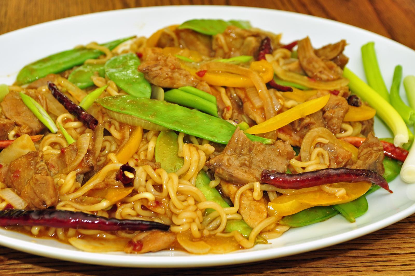 File:Spicy pork noodles (5796447405) jpg - Wikimedia Commons