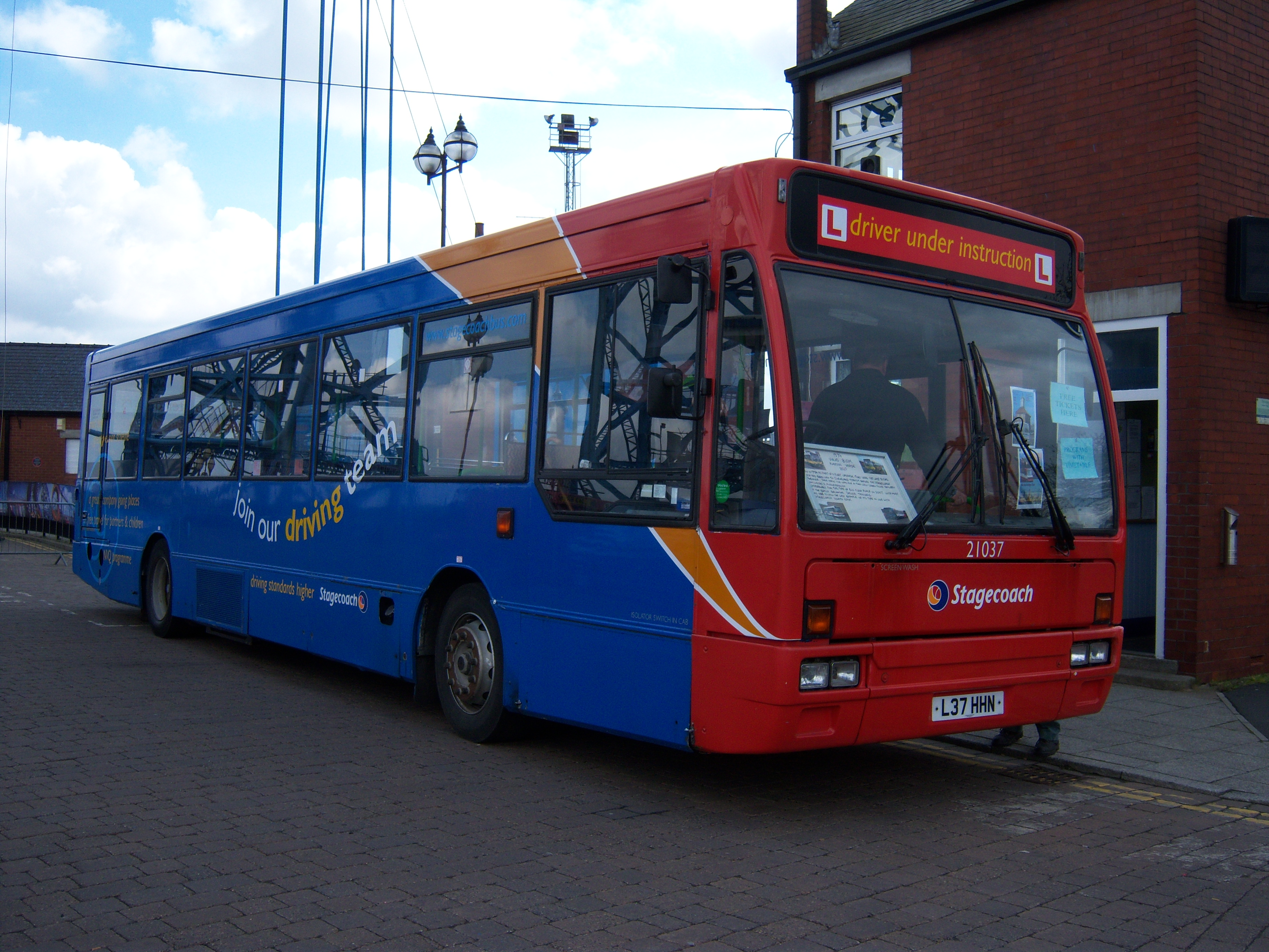 File Stagecoach North East Bus 21037 L37 Hhn 1994 Volvo