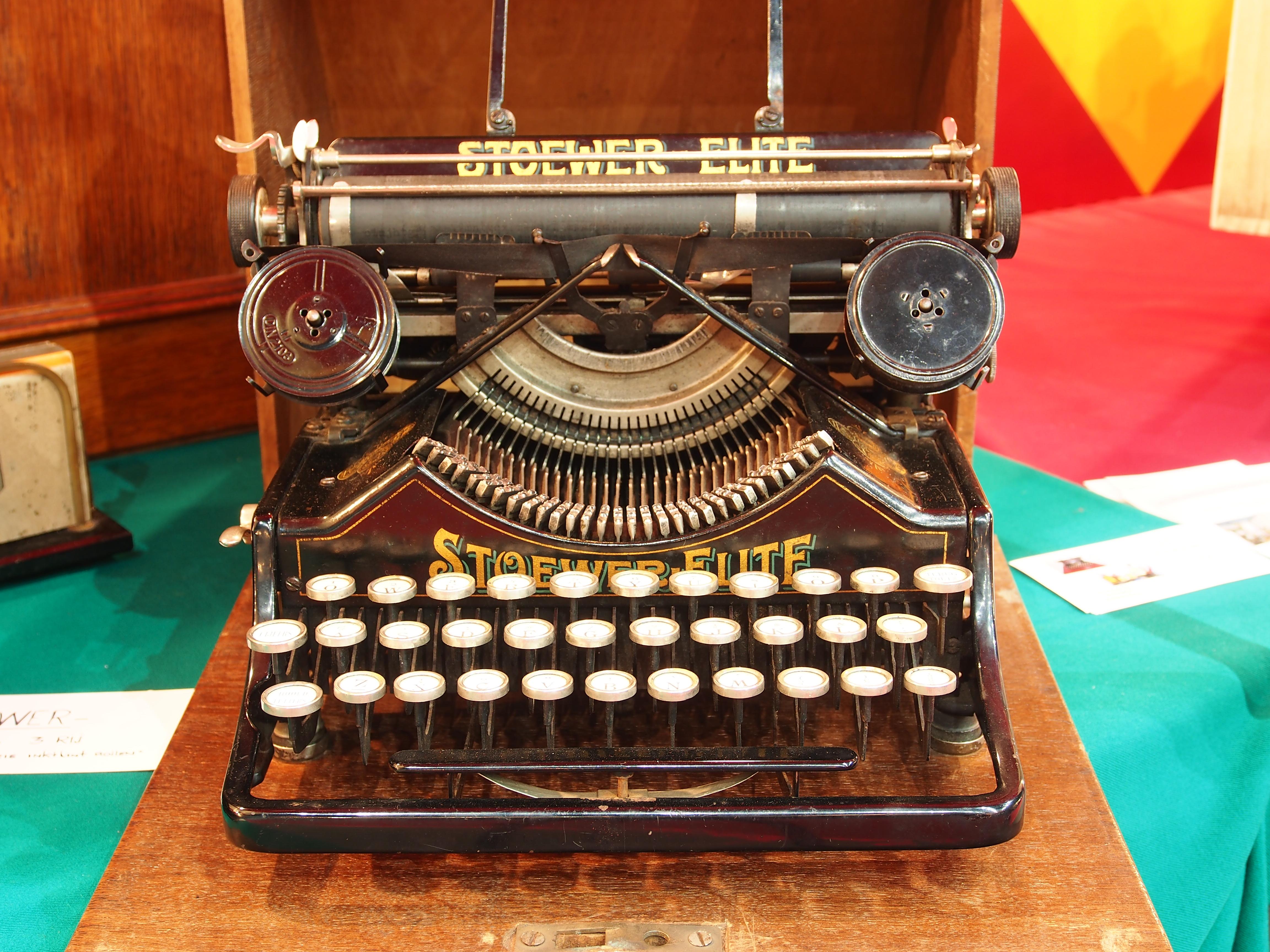 manuelle Schreibmaschine zum Verkauf