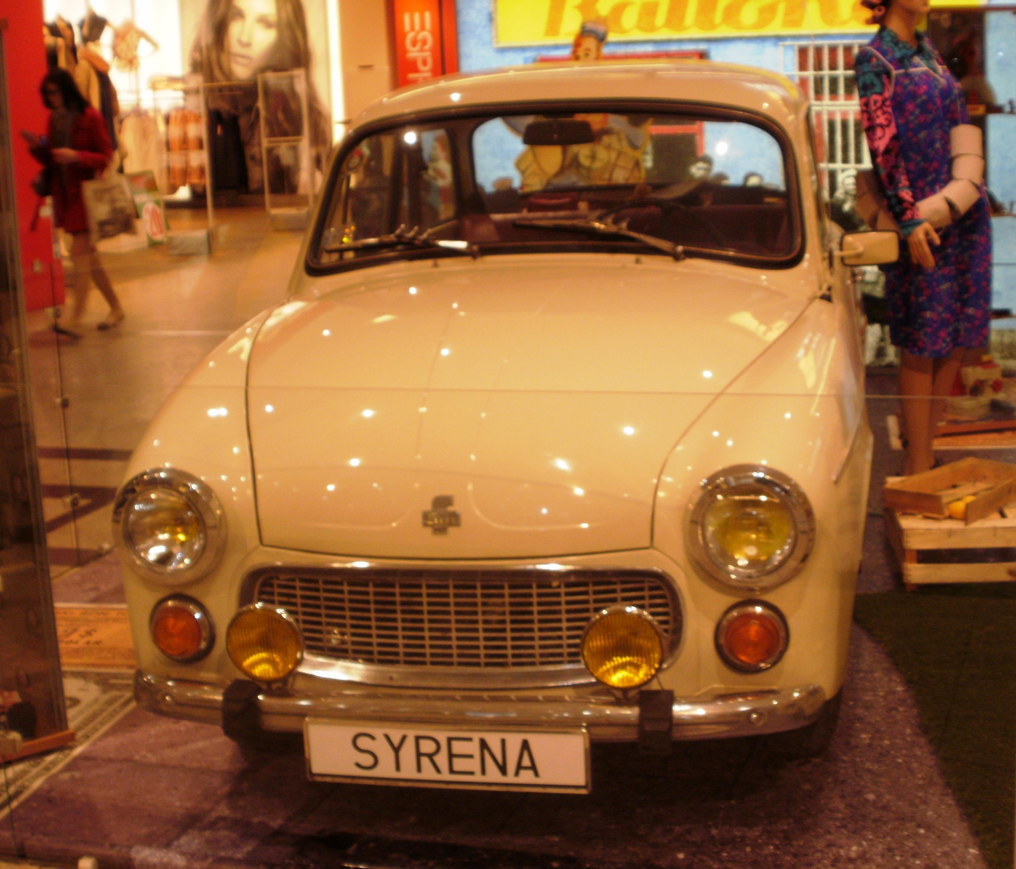 Galeria Krakowska: File:Syrena Galeria Krakowska 01.JPG