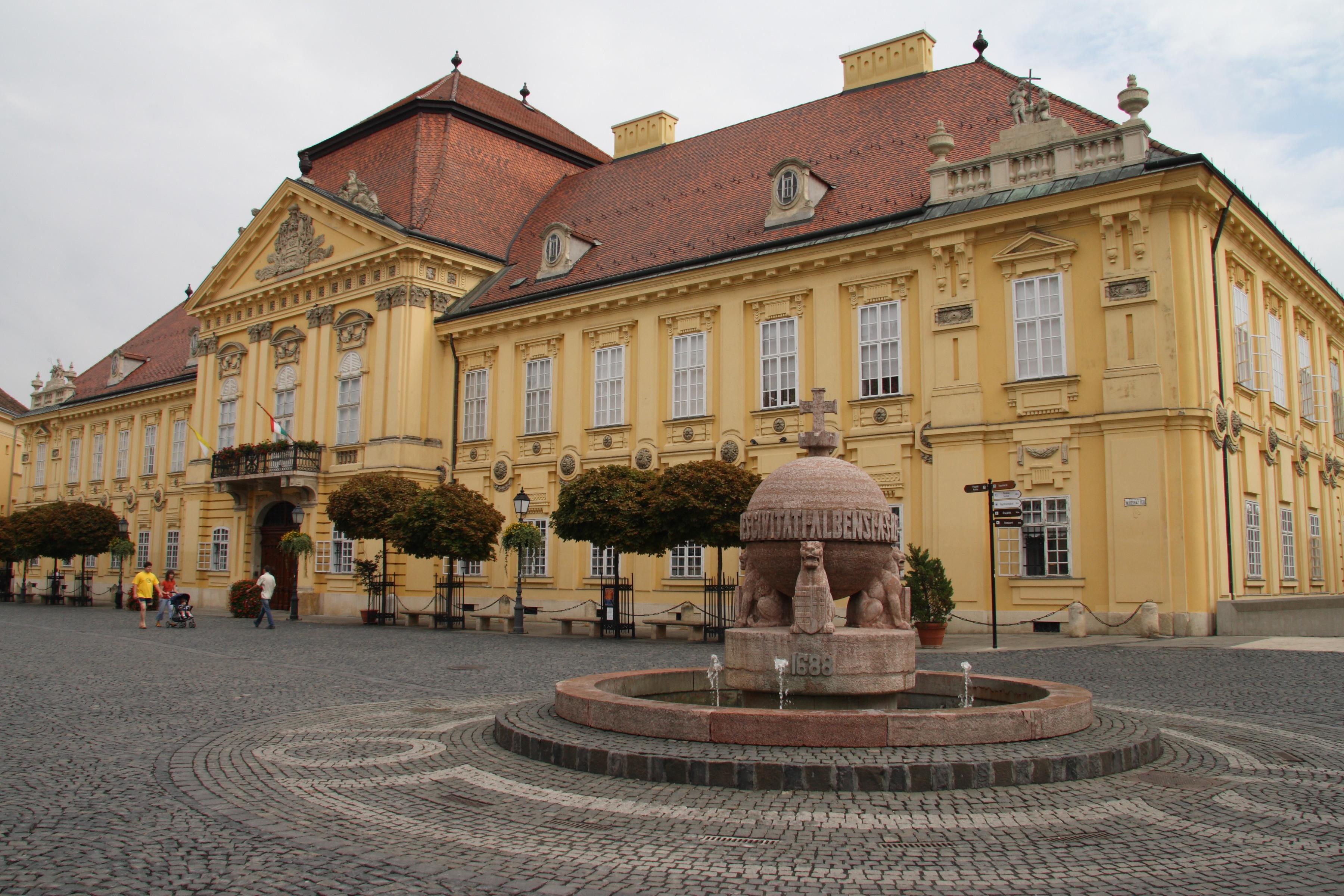 Szekesfehervar Hungary  City pictures : Szekesfehervar Orb and Episcopal Palace Wikipedia, the free ...