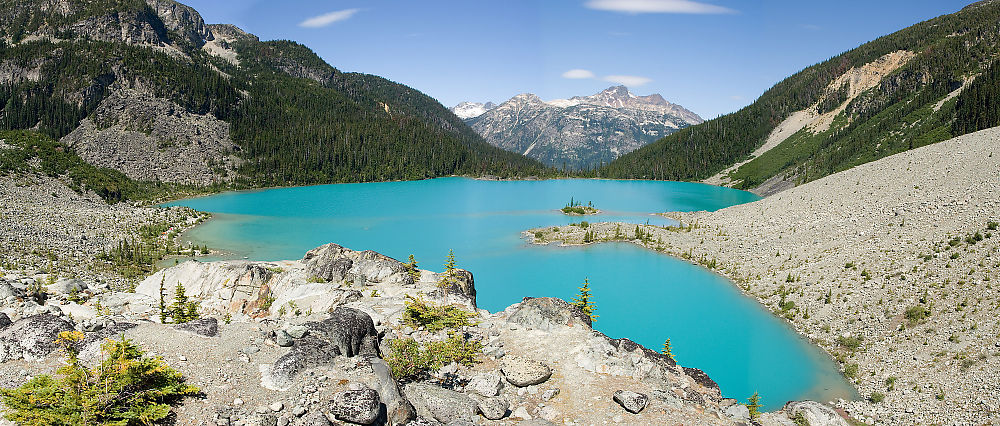 Hiking at Joffre Lakes