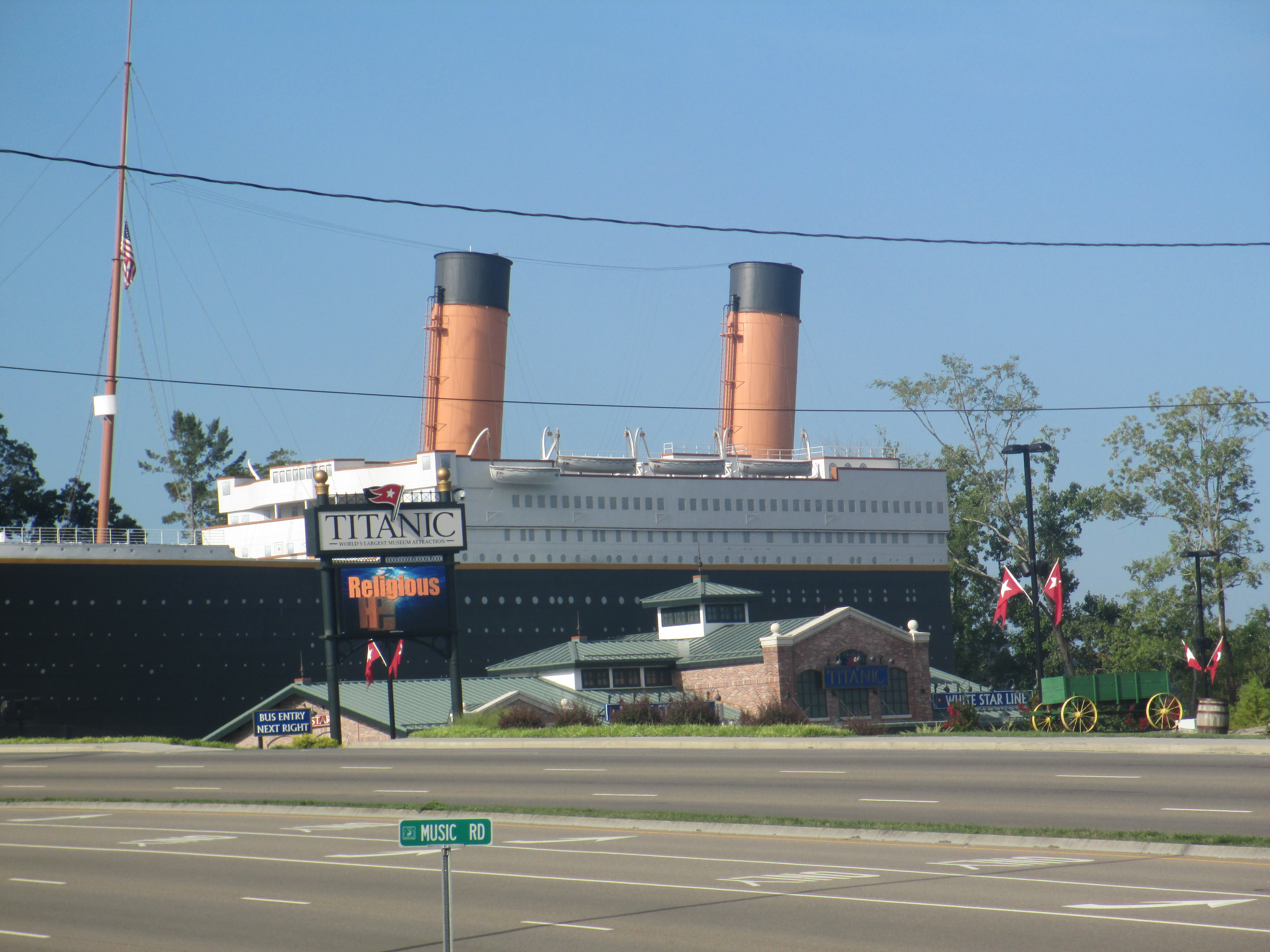 Description Titanic model in Pigeon Forge, TN IMG 5058.JPG