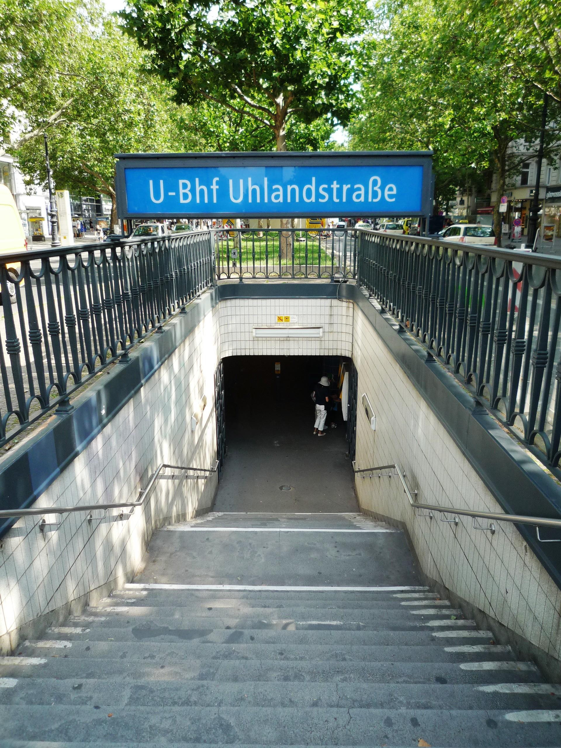 FileUBahnhof Uhlandstrasse Berlin Eingangjpg