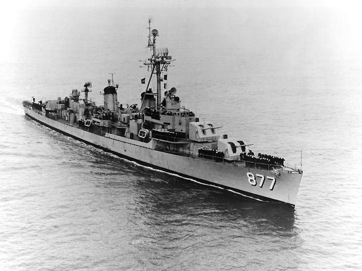 https://upload.wikimedia.org/wikipedia/commons/3/3b/USS_Perkins_%28DD-877%29_underway_c1953.jpg