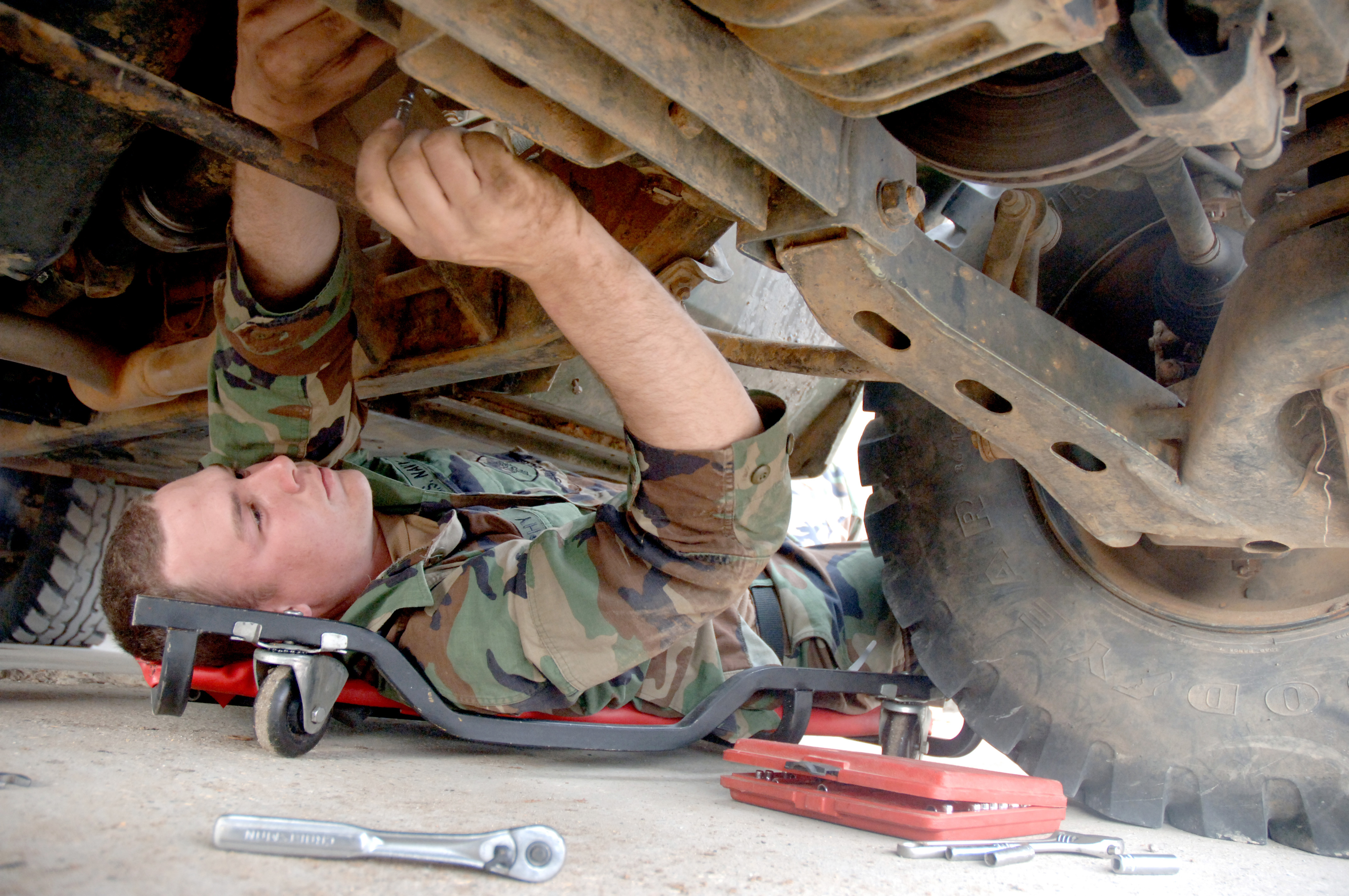 File:US Navy 060309-N-0553R-001 Construction Mechanic Sean Murphy ...